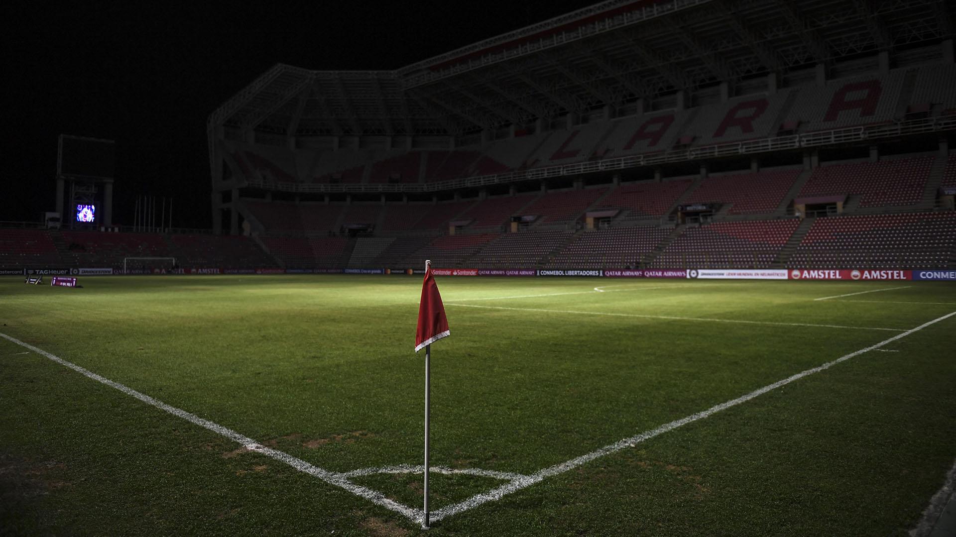 Fotografía tomada en el estadio Metropolitano antes de la suspensión del partido de la Copa Libertadores entre el Deportivo Lara de Venezuela y el Emelec de Ecuador, ya que en Barqusimeto, estado de Lara,también sufrió el corte de energía eléctrica.