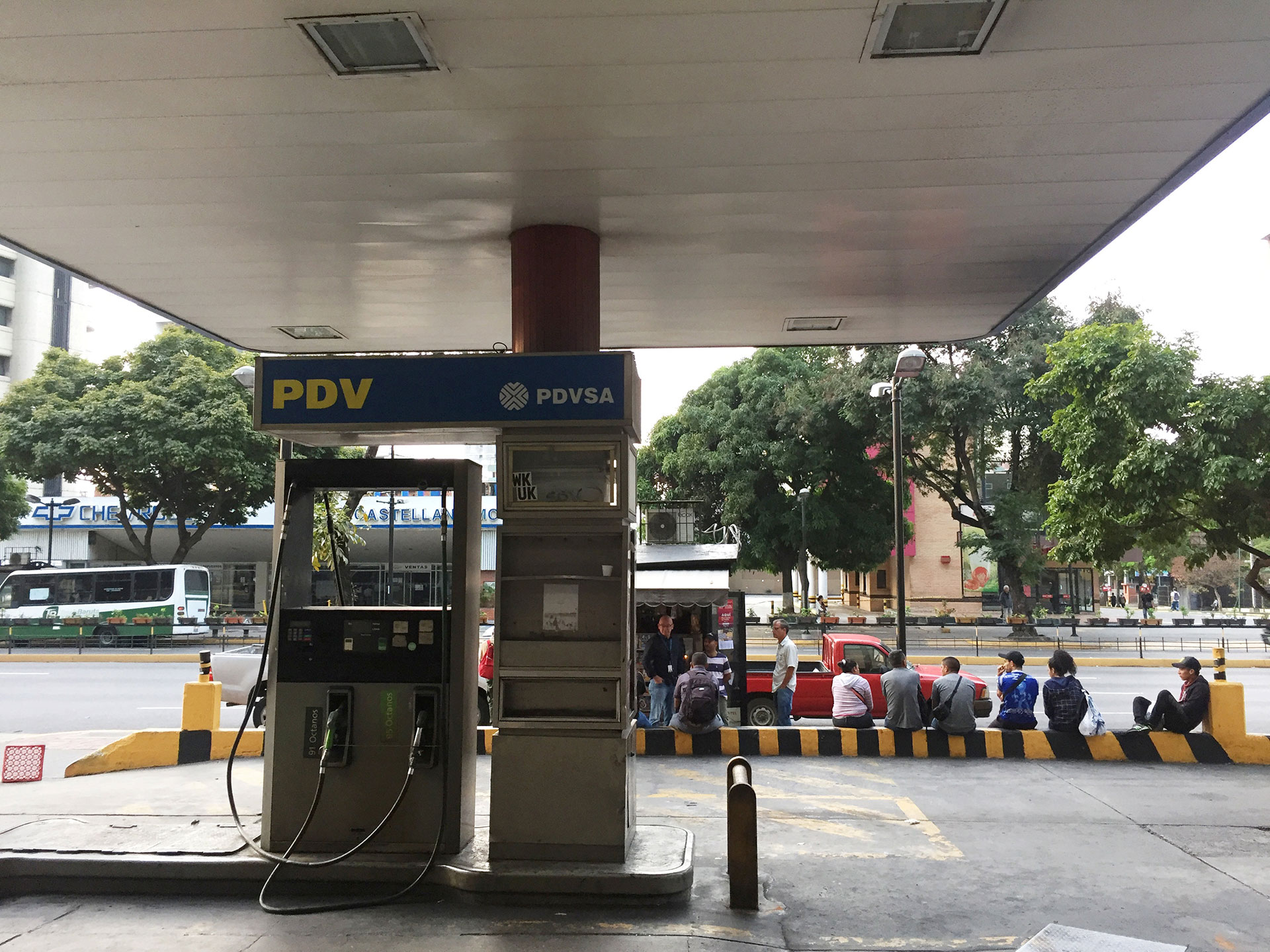 Por el corte energético tampoco funcionana las gasolineras