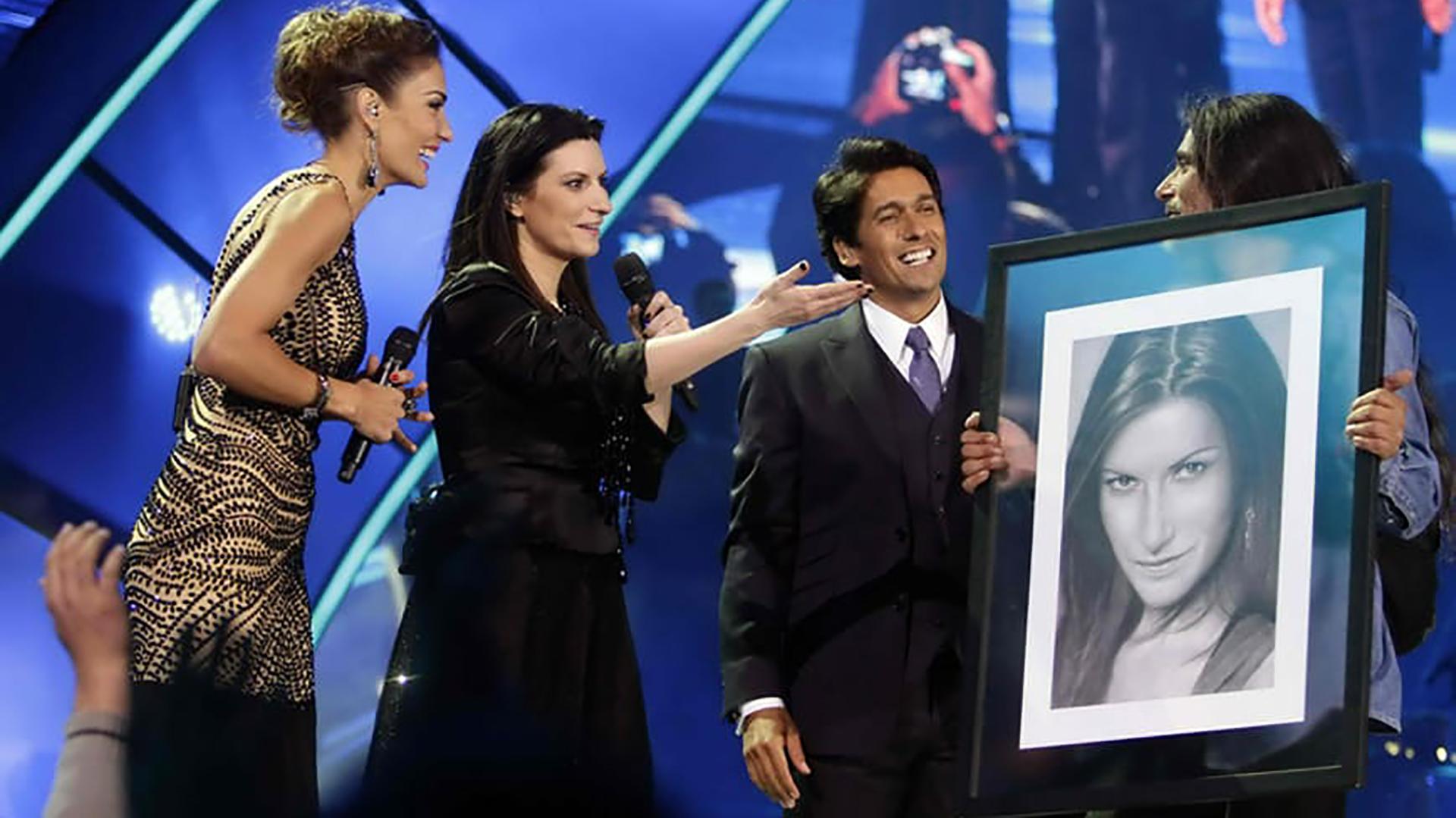 En 2014 Isrrael logró darle a la cantante Laura Pausini su retrato