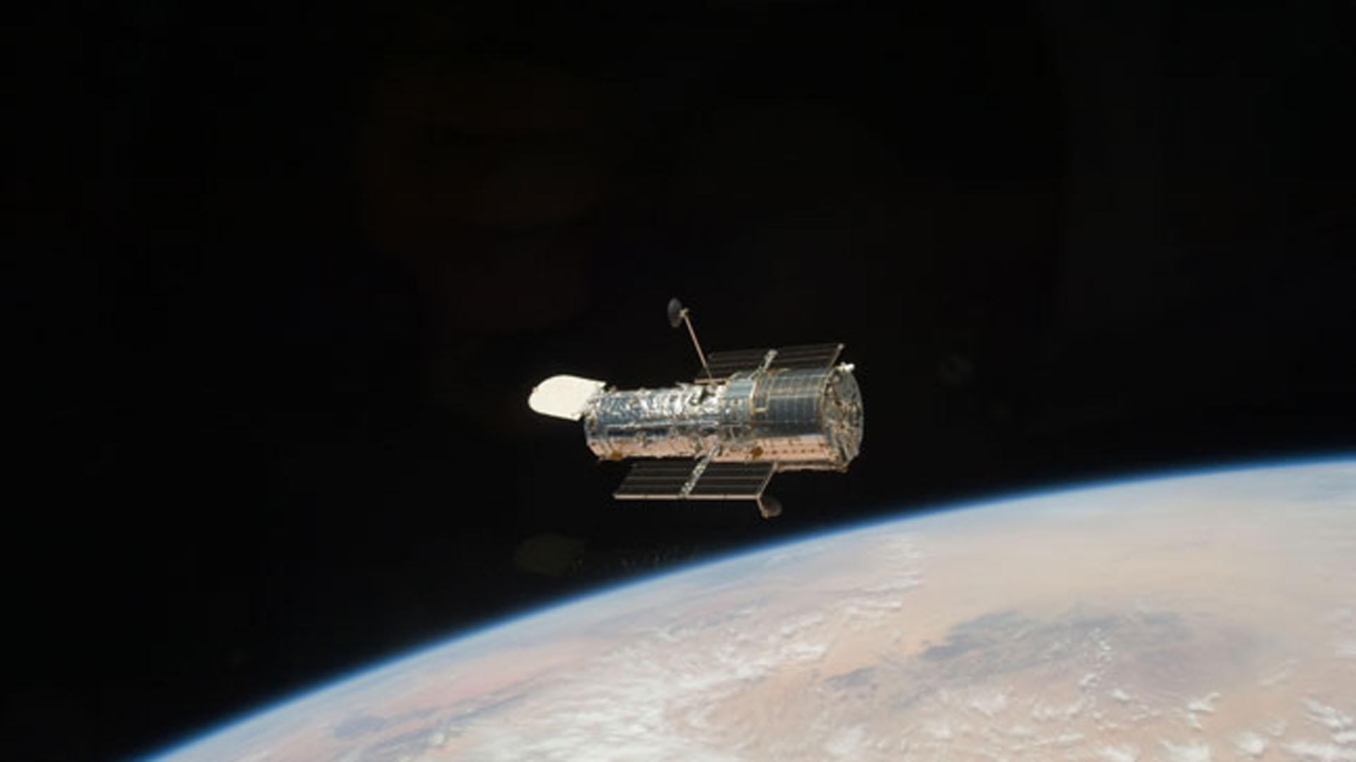 La NASA decidió no seguir inviertiendo en reparaciones al Hubble y construir un telescopio más potente a lanzarse en 2020. Es el James Webb