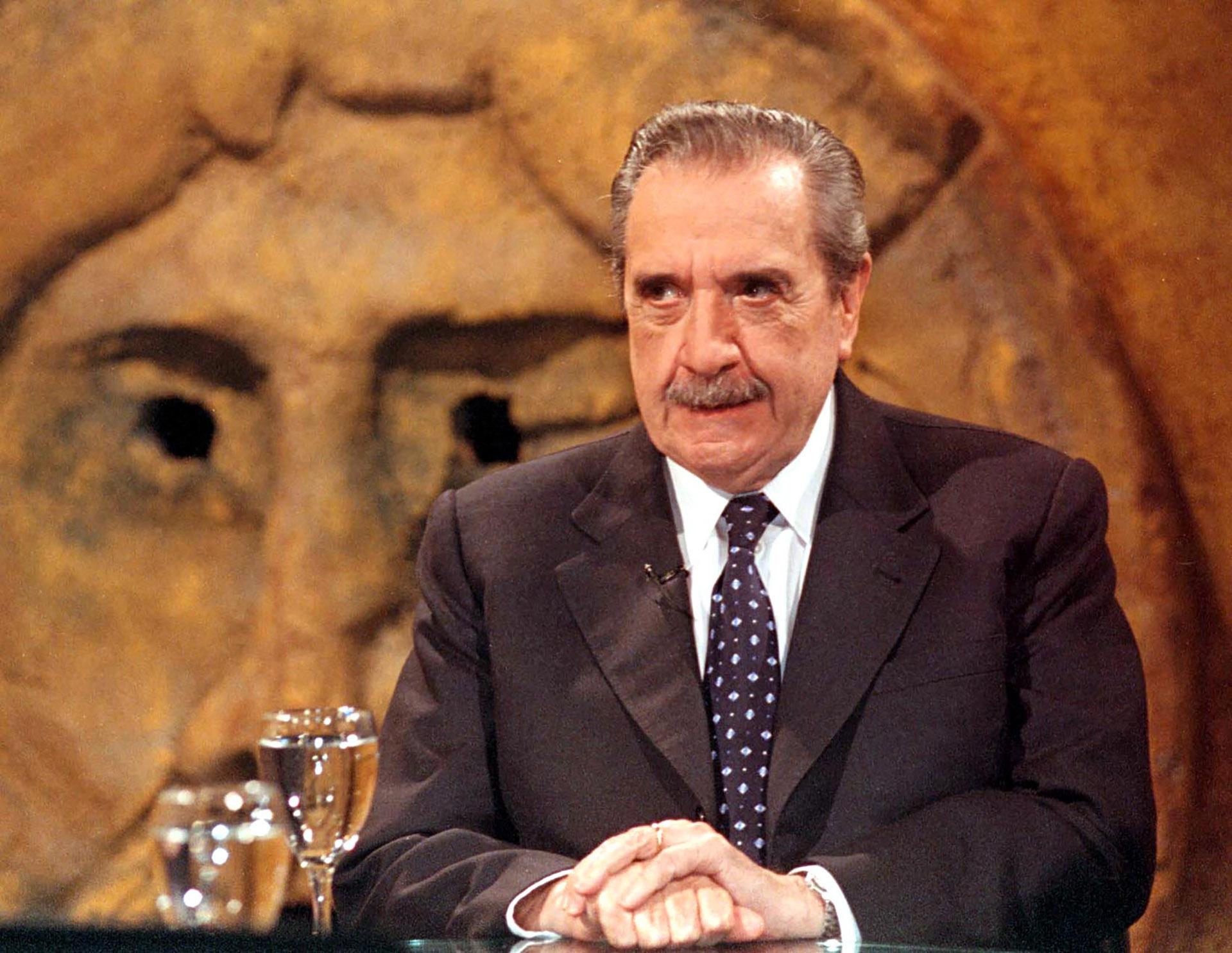 """Durante una grabación del programa """"A dos voces"""", cuando eracandidato a senador nacional por la Alianza"""