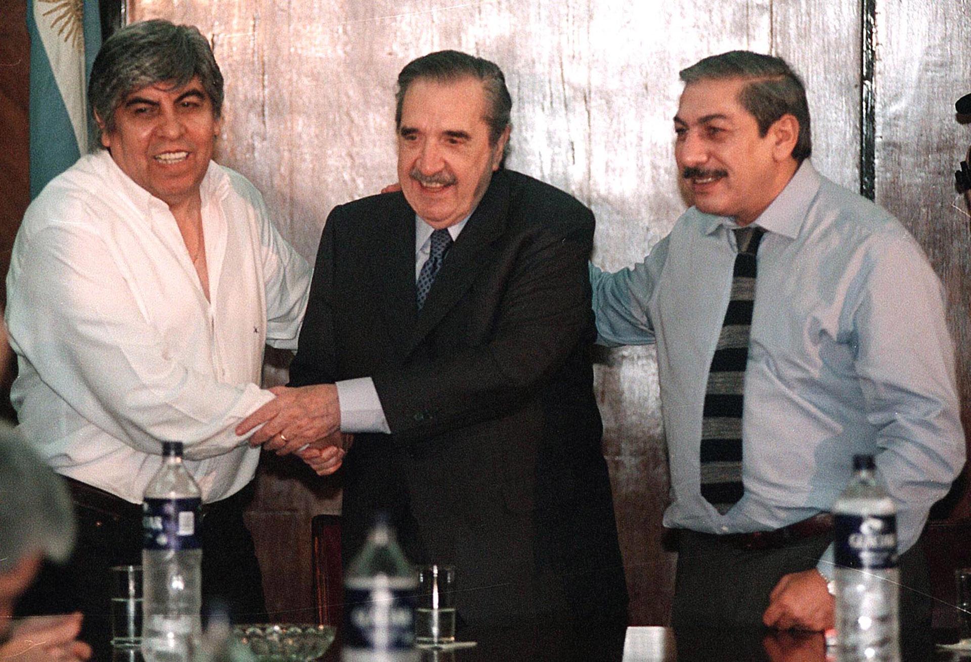 Ya como senador electo, Alfonsín se reunió con Hugo Moyano y Adolfo Daer en la sede de la CGT