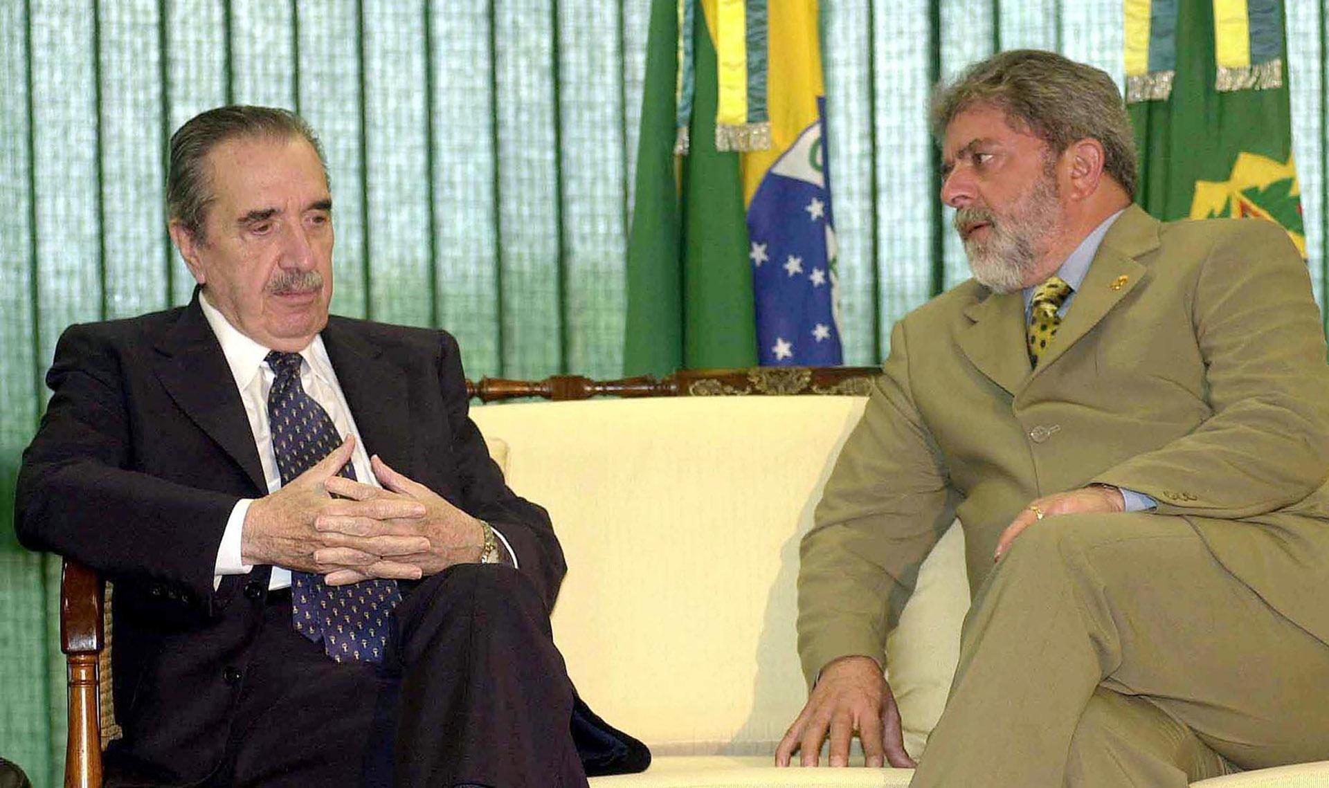 Junto al ex presidente de Brasil, Luiz Inacio Lula da Silva, el 2 de abril de 2003, durante un encuentro en el Palacio de Planalto en Brasilia, Brasil