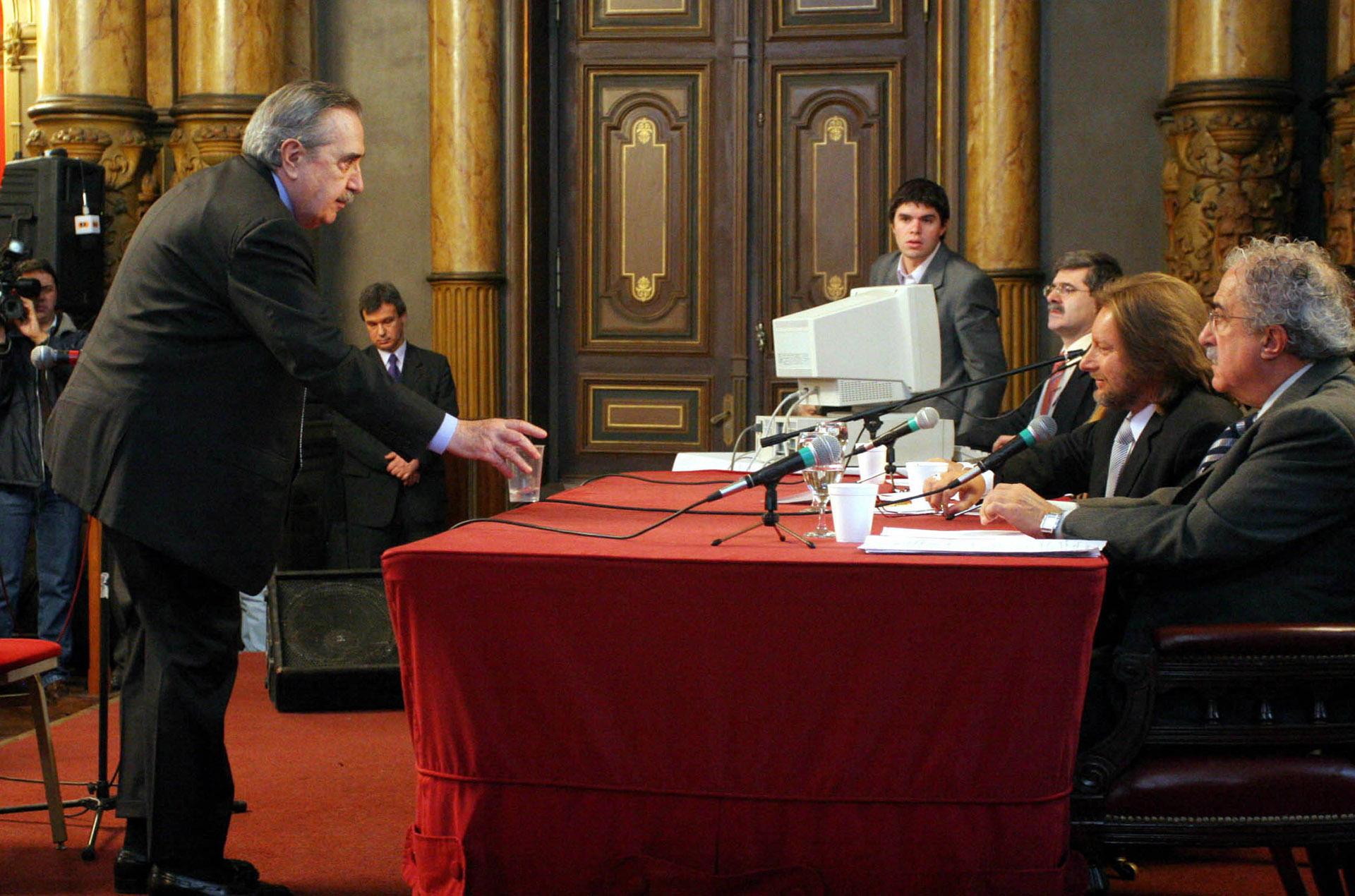 El ex presidentedeclaró en un juiciocontra elex comisario Miguel Etchecolatz por violación a los derechos humanos