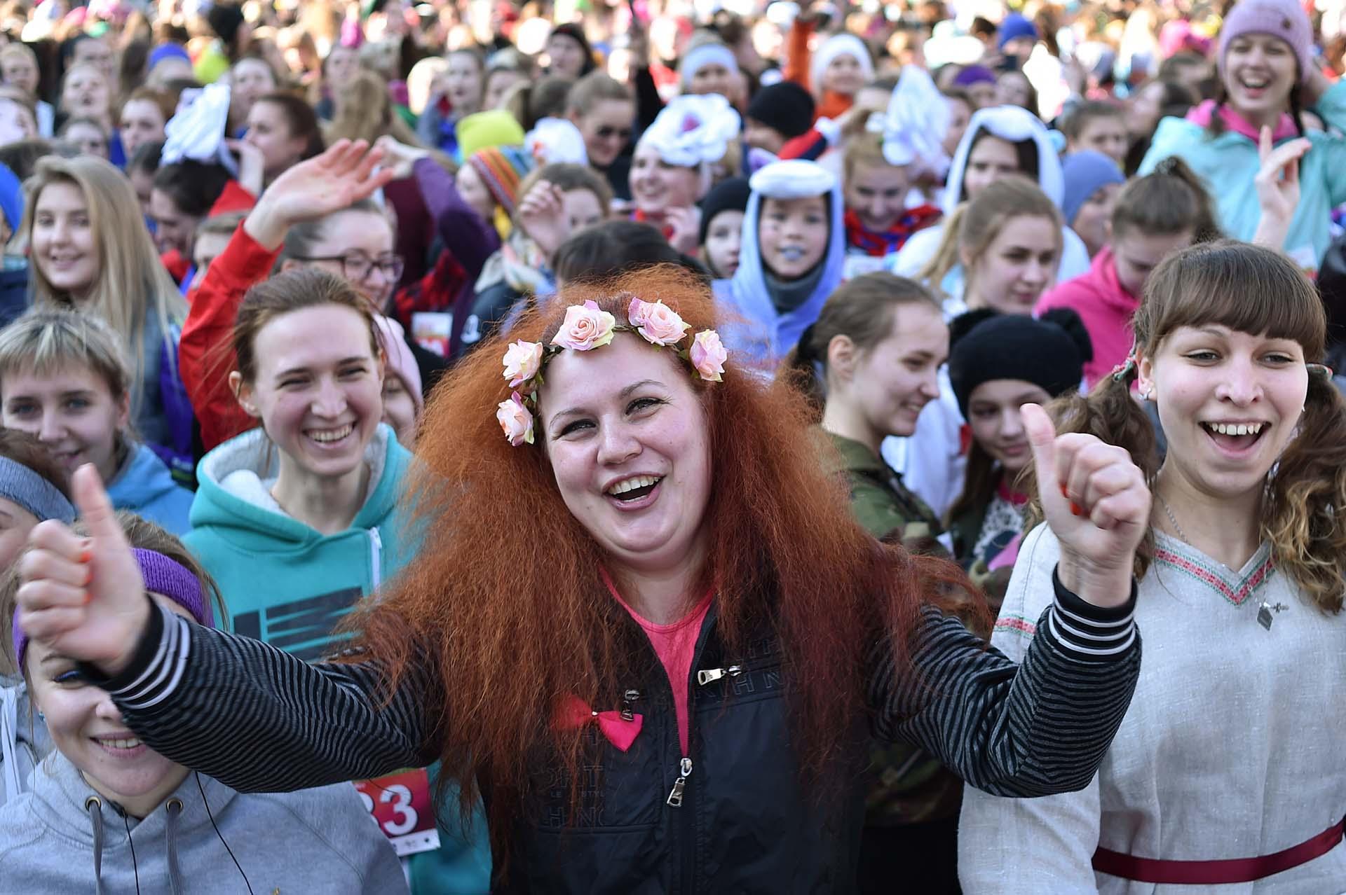 Muchas mujeres en la Maratón de la Belleza, en Minsk (Photo by Sergei GAPON / AFP)