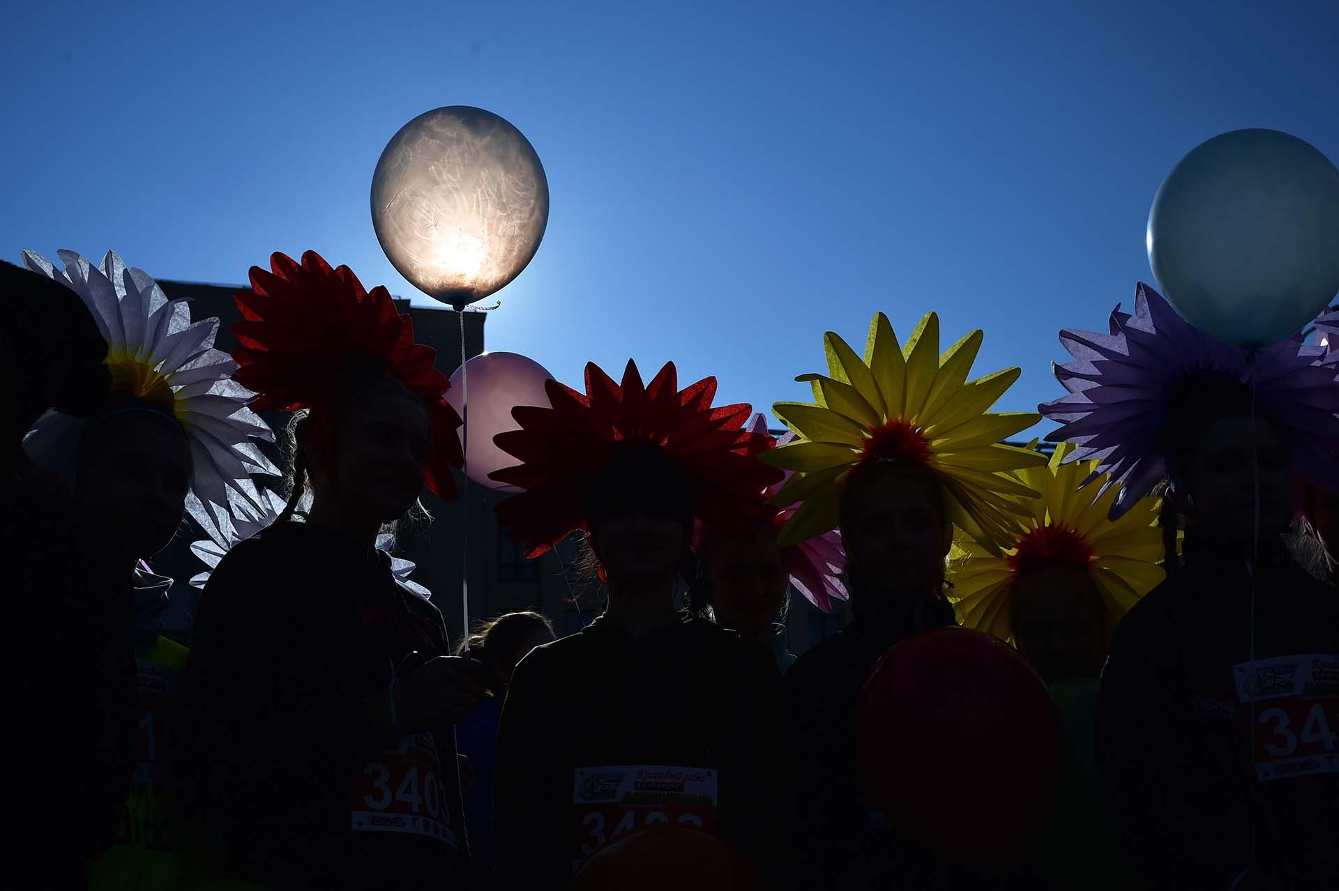 Mujeres participan de la maratón de la belleza con motivo del Día Internacional de la Mujer en Minsk (Photo by Sergei GAPON / AFP)