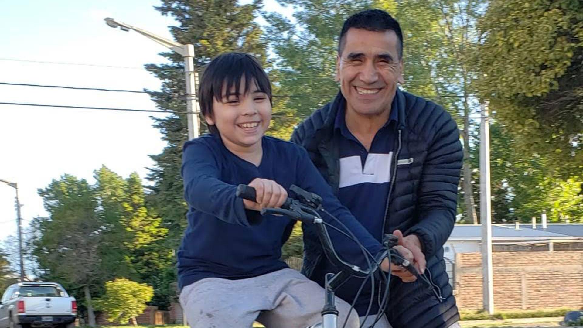 Ramón Rioseco dice que mantendrá su rutina dominical inalterable y tras votar le dedicará tiempo a su hijo León