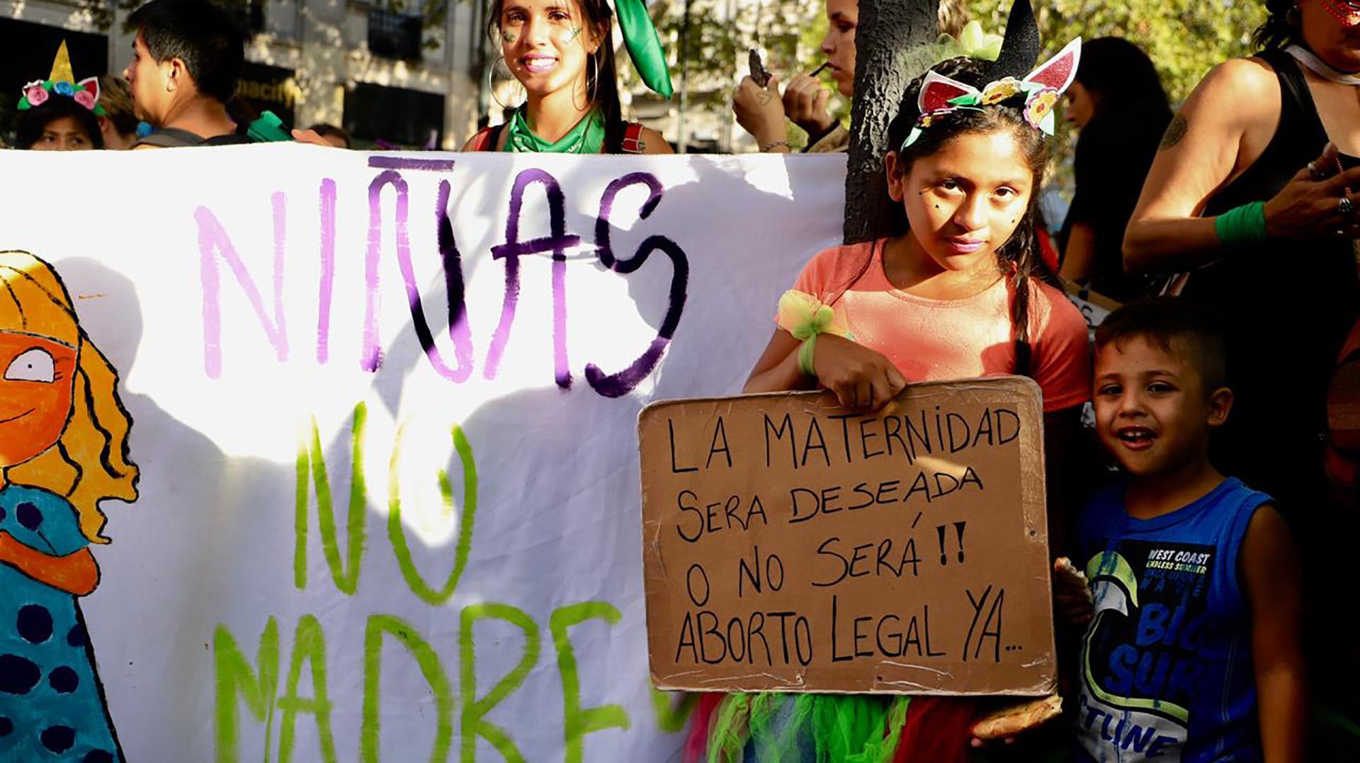 Con consignas diversas, las mujeres se manifestaron en las calles (Lihueel Althabe)