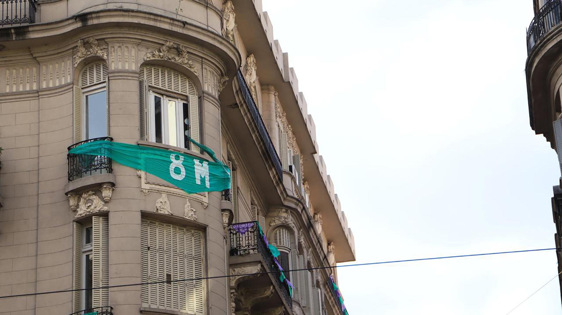 Algunos edificios del centro se vistieron de verde (Lihueel Althabe)