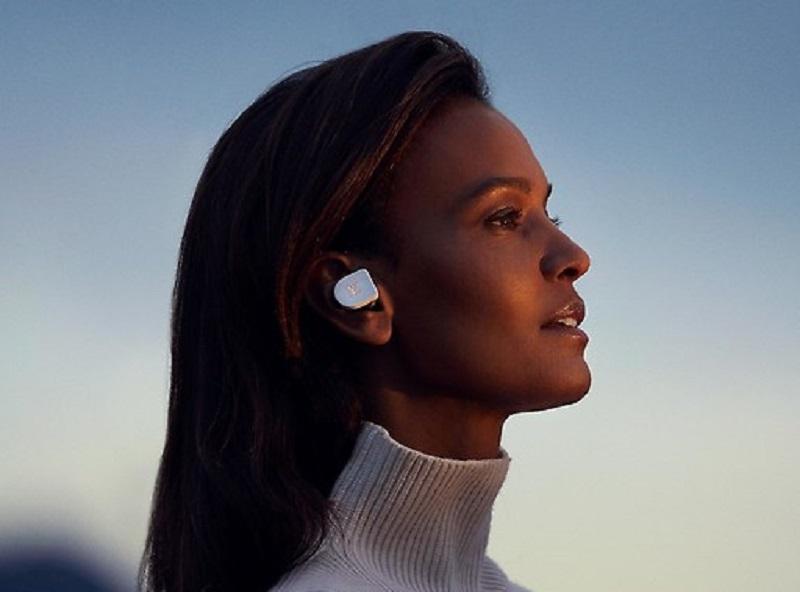 Los audífonos son compatibles con los asistentes virtuales de Apple y Android (Foto: Louis Vuitton)