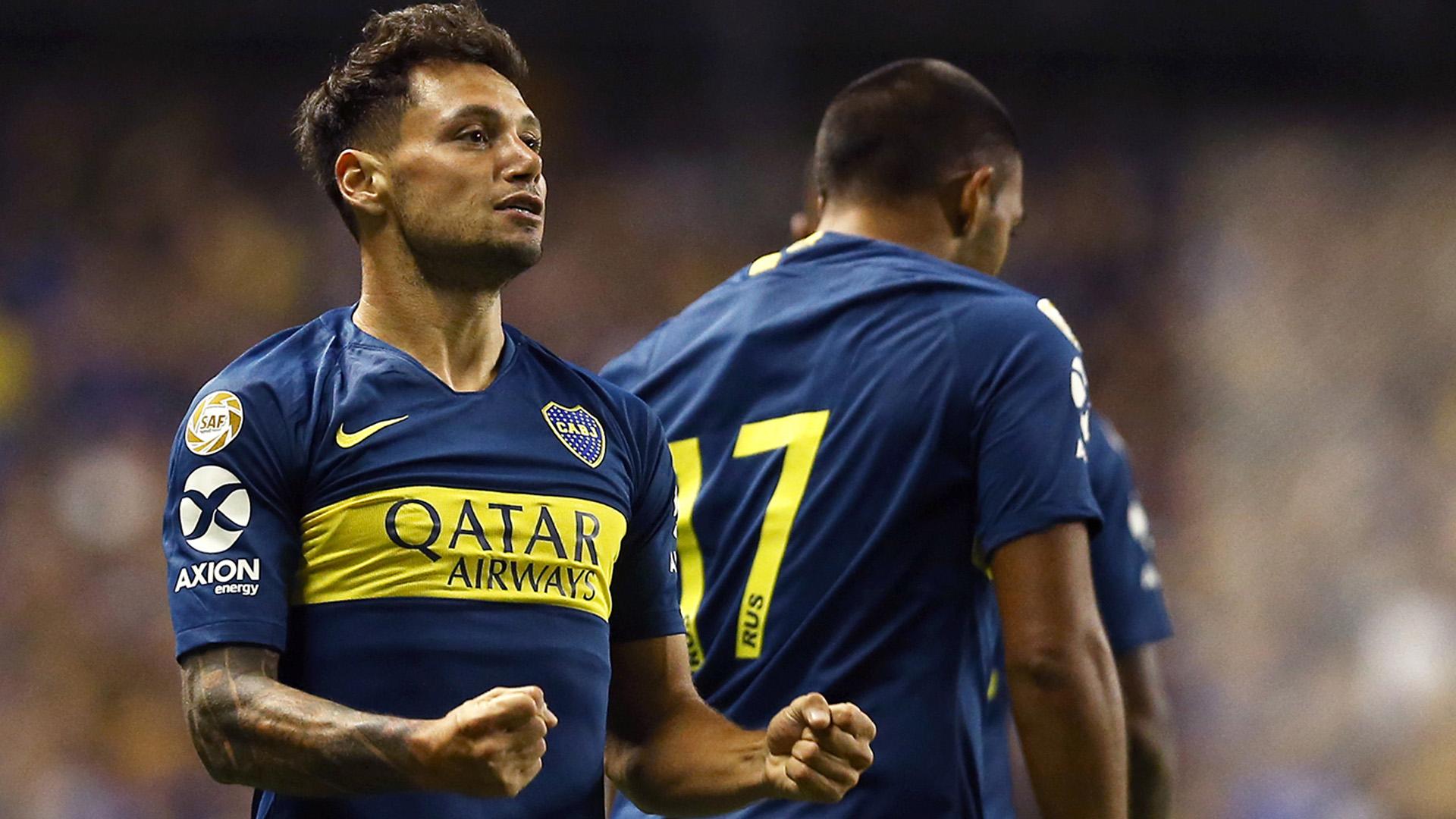 Mauro Zárate festeja el primer gol de Boca frente a San Lorenzo, el sábado en La Bombonera.