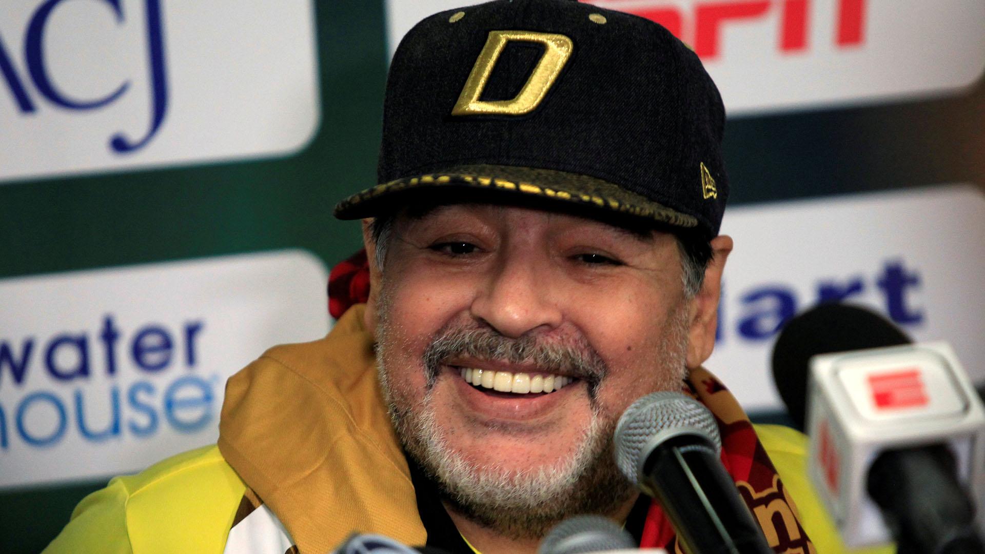Diego Armando Maradona se volvió a mostrar en contra de la FIFA (Foto: Reuters)