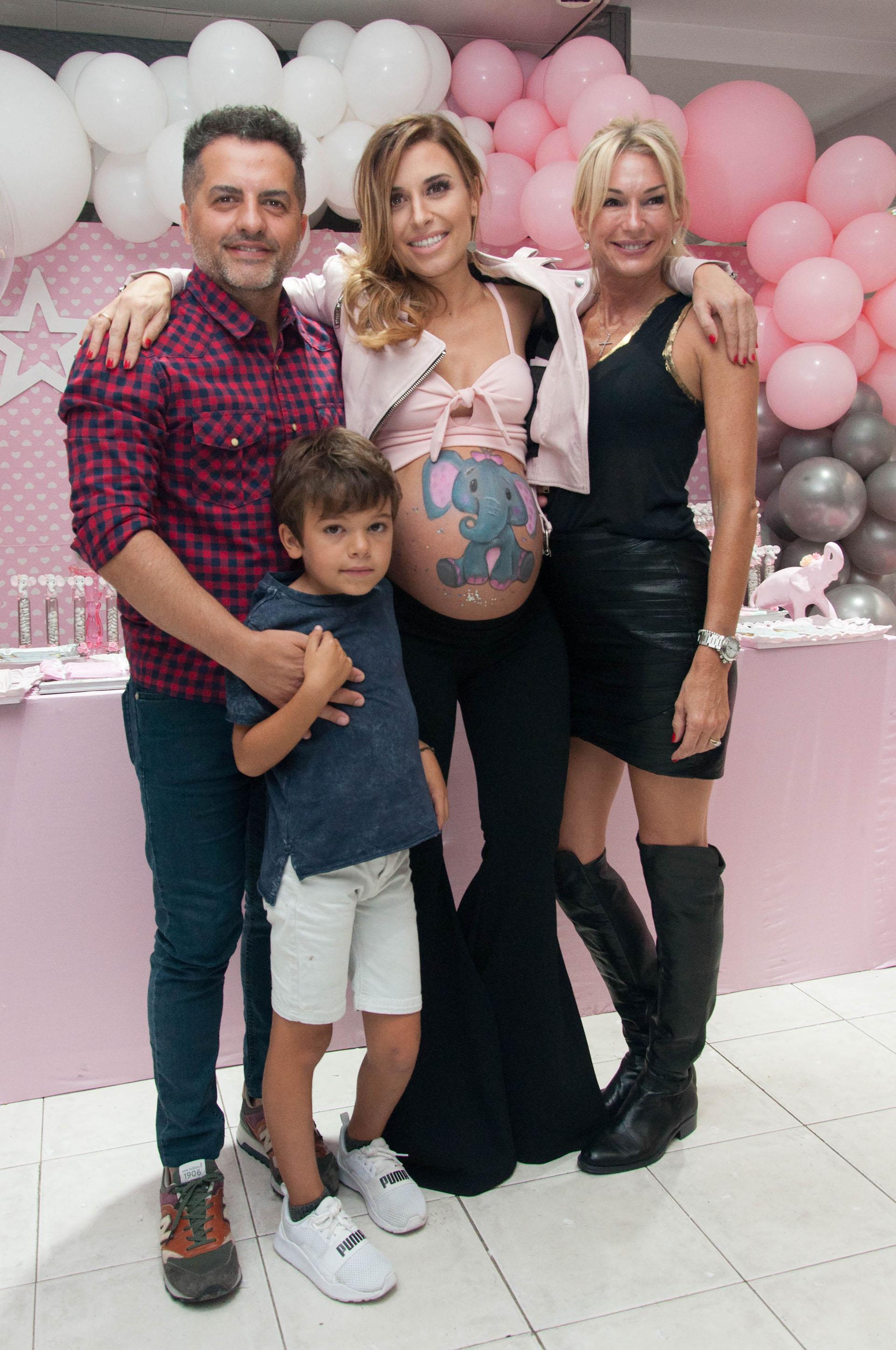 Ángel de Brito, Mariana Brey, Yanina Latorre y Luca