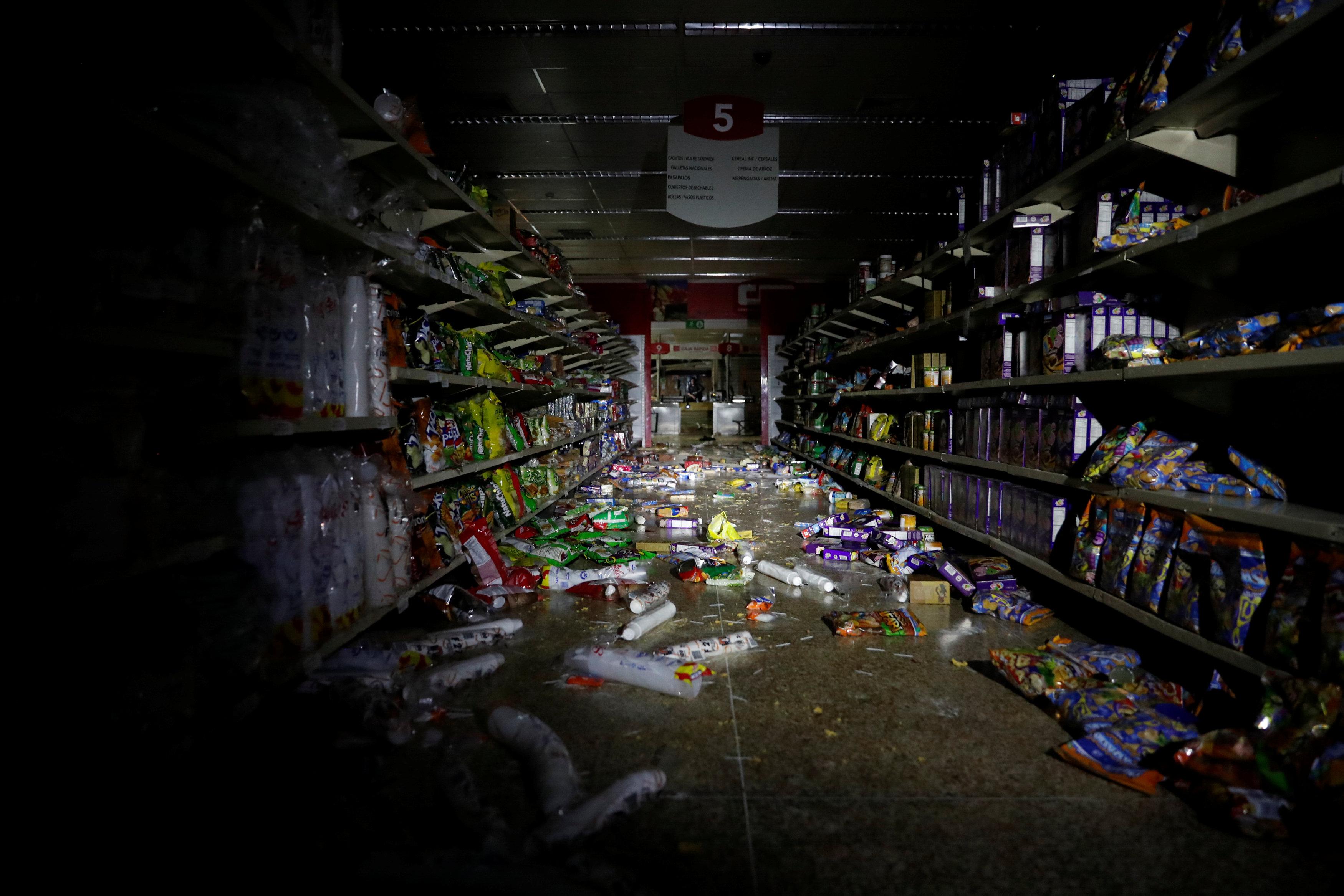 Así quedó un supermercado de Caracas tras un saqueo (REUTERS/Carlos Garcia Rawlins)
