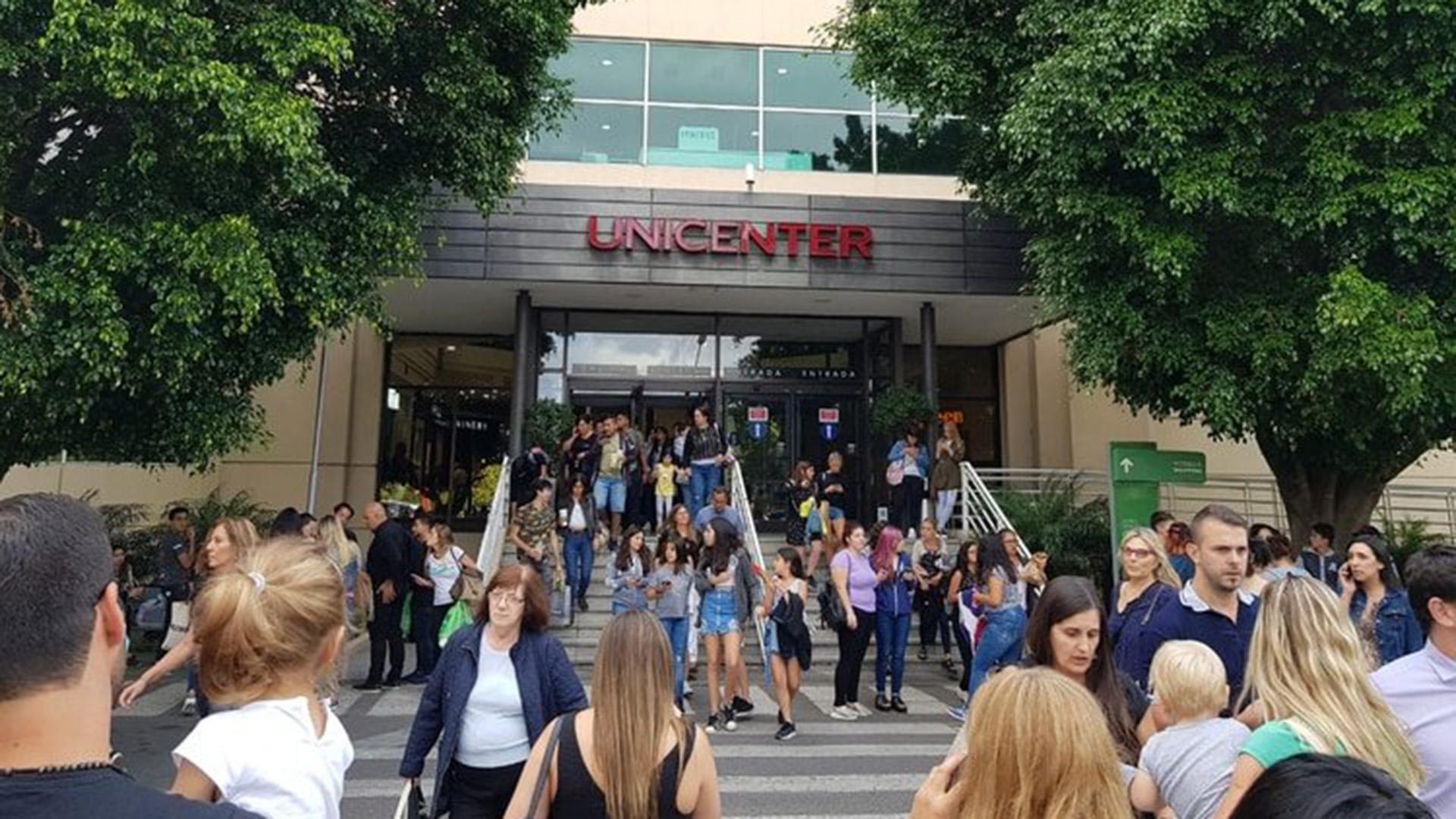 Una de las evacuaciones de Unicenter (@SiquierVera)