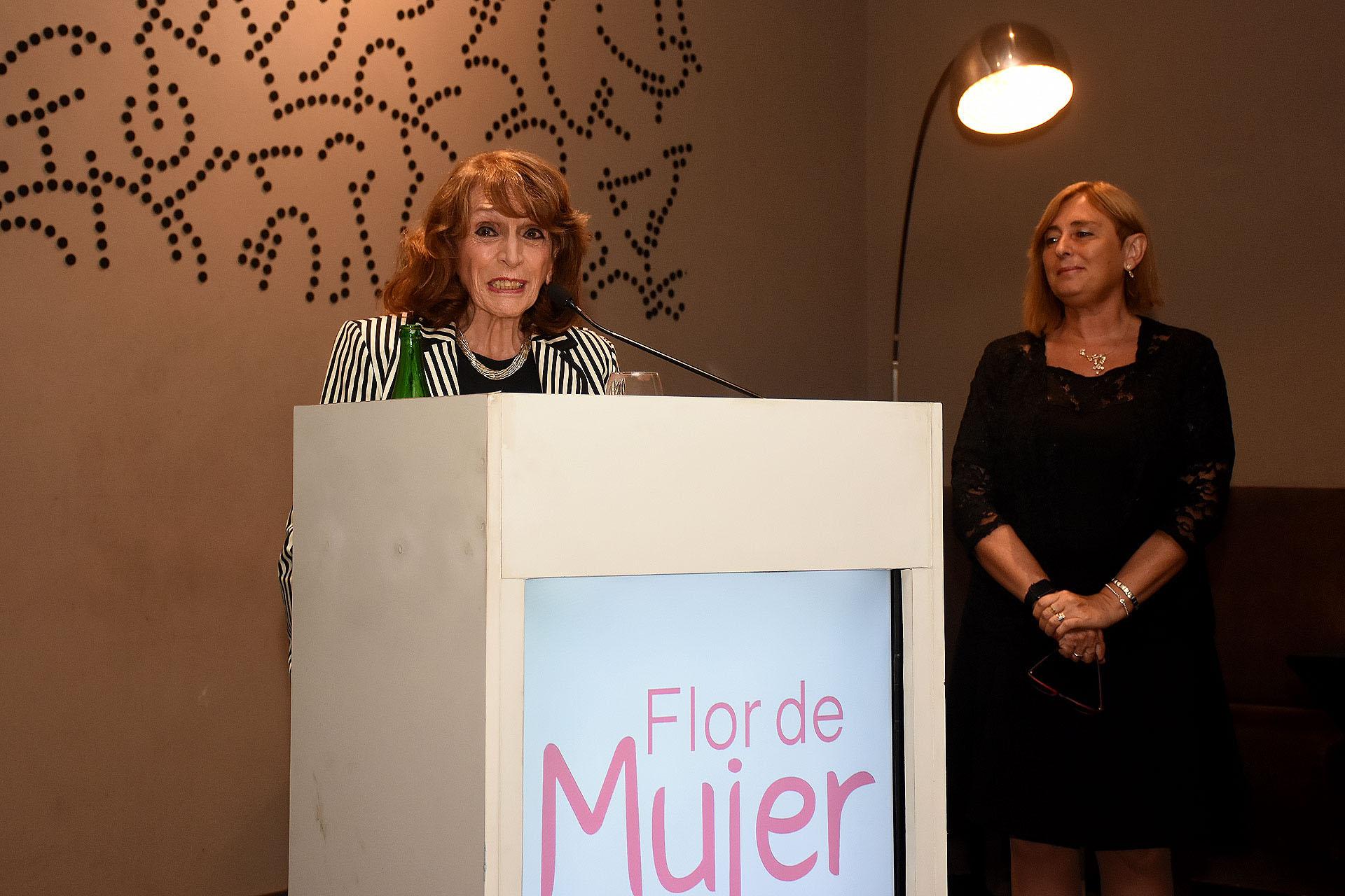 Fue galardonada con el Premio Flor de Mujer de Honor