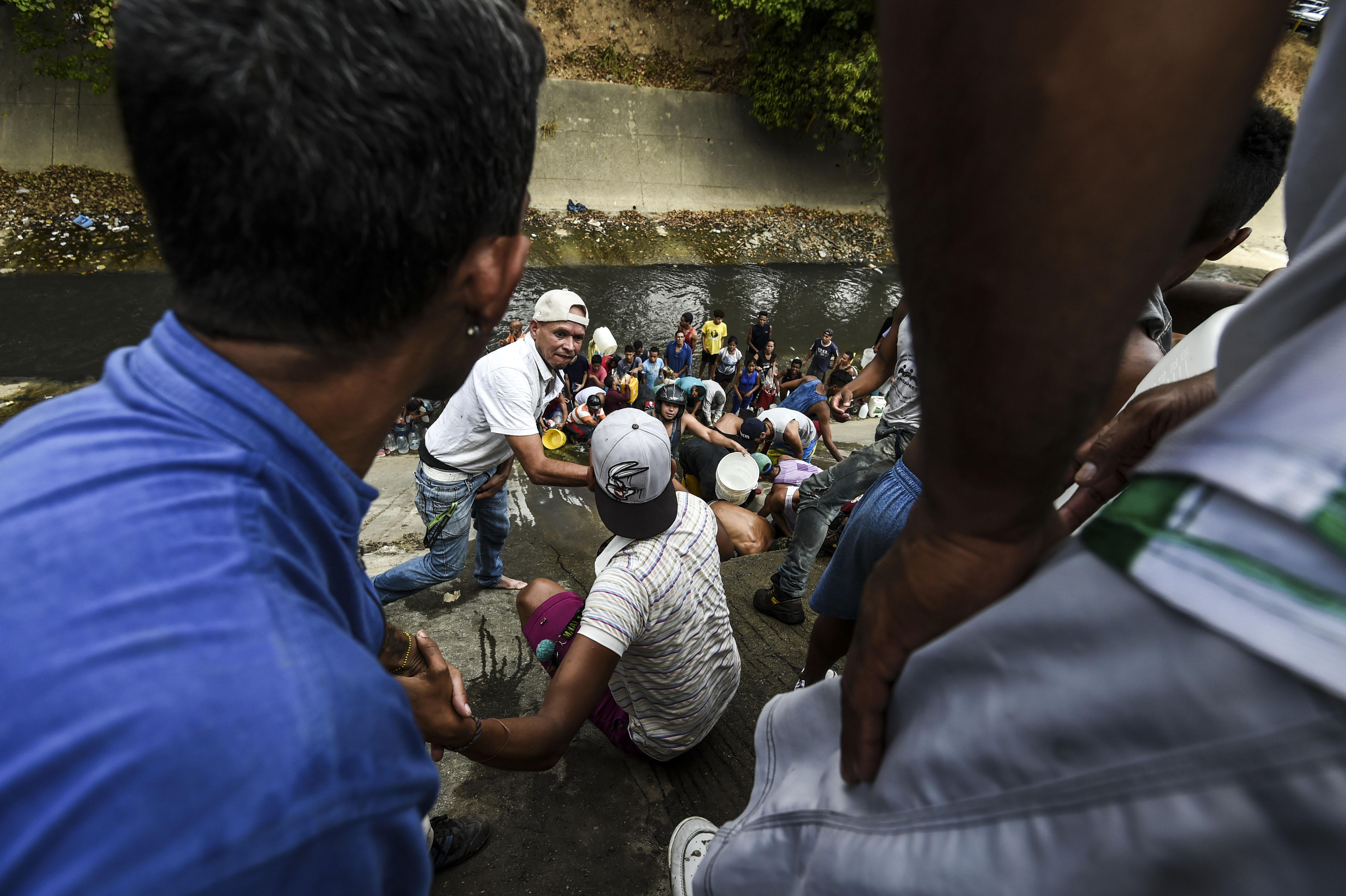 El Guaire, que atraviesa Caracas de oeste a este, es un afluente que recibe los desechos líquidos de casi toda la ciudad y su alto nivel de contaminación es conocido por todo el país