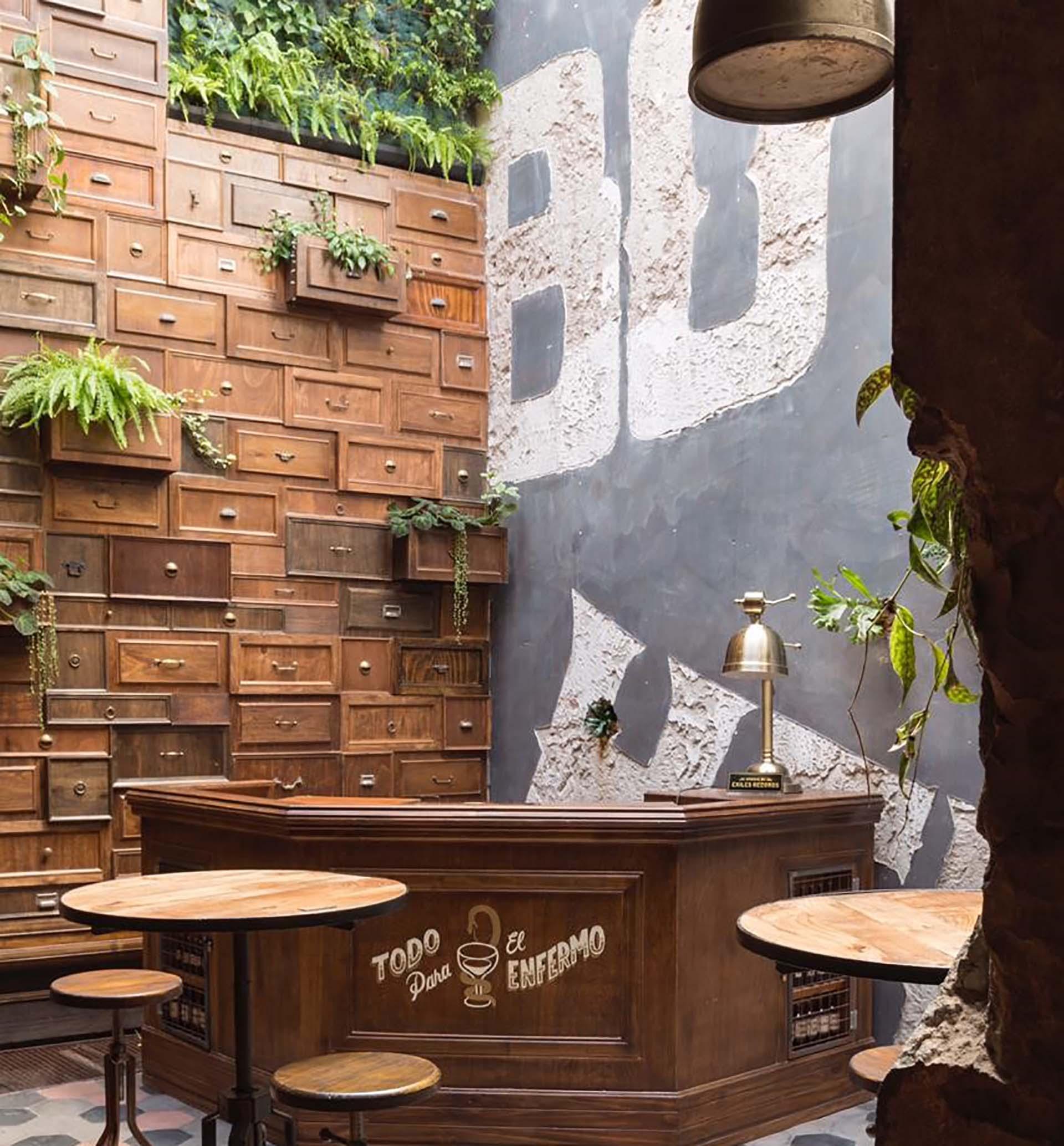 Boticario bar, en Palermo, es una de las obras de mayor repercusión de la carrera de Lucas Ripani. Fiel a su estilo, tiene muchísimos detalles artesanales con elementos reales que recrean una farmacia