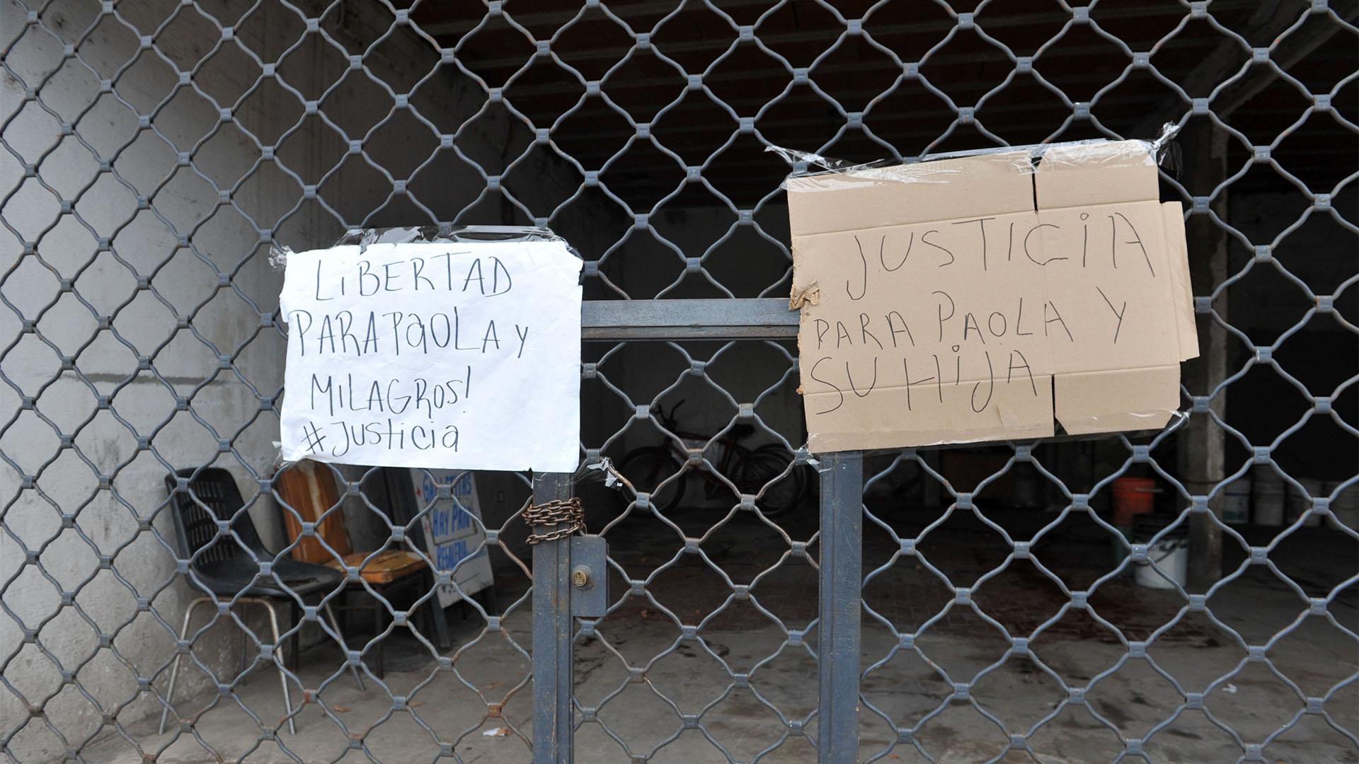 Apoyo de familiarres y vecinos (Enrique Medina)