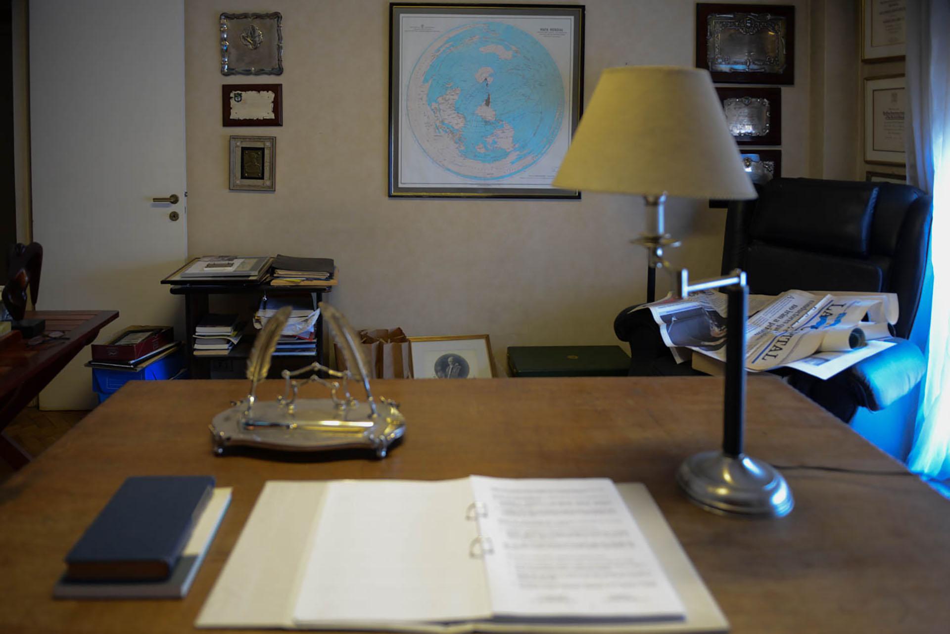 El escritorio de Alfonsín será exhibido próximamente en la Biblioteca Nacional (Prensa: BNMM)