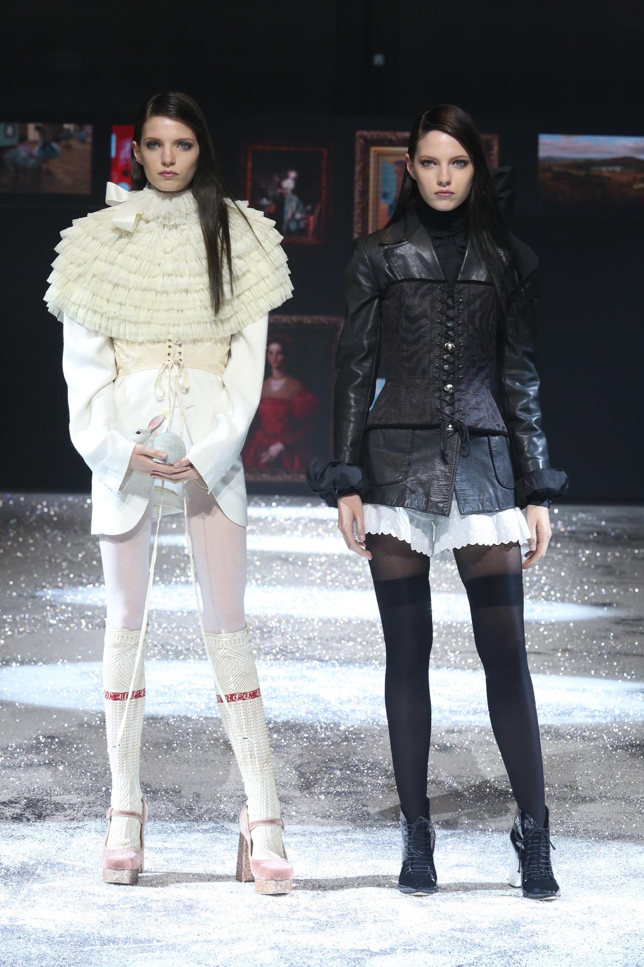 Terciopelo en todas sus versiones, guillerminas y botas acordonadas, en la colección de invierno.