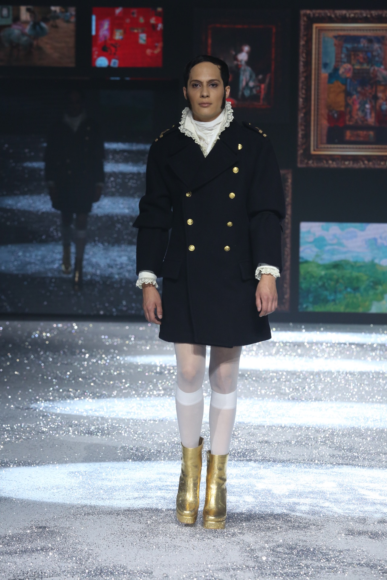 Edu en la pasarela. Un reconocida estilista de Cerini, modelo de Valdez por una noche.