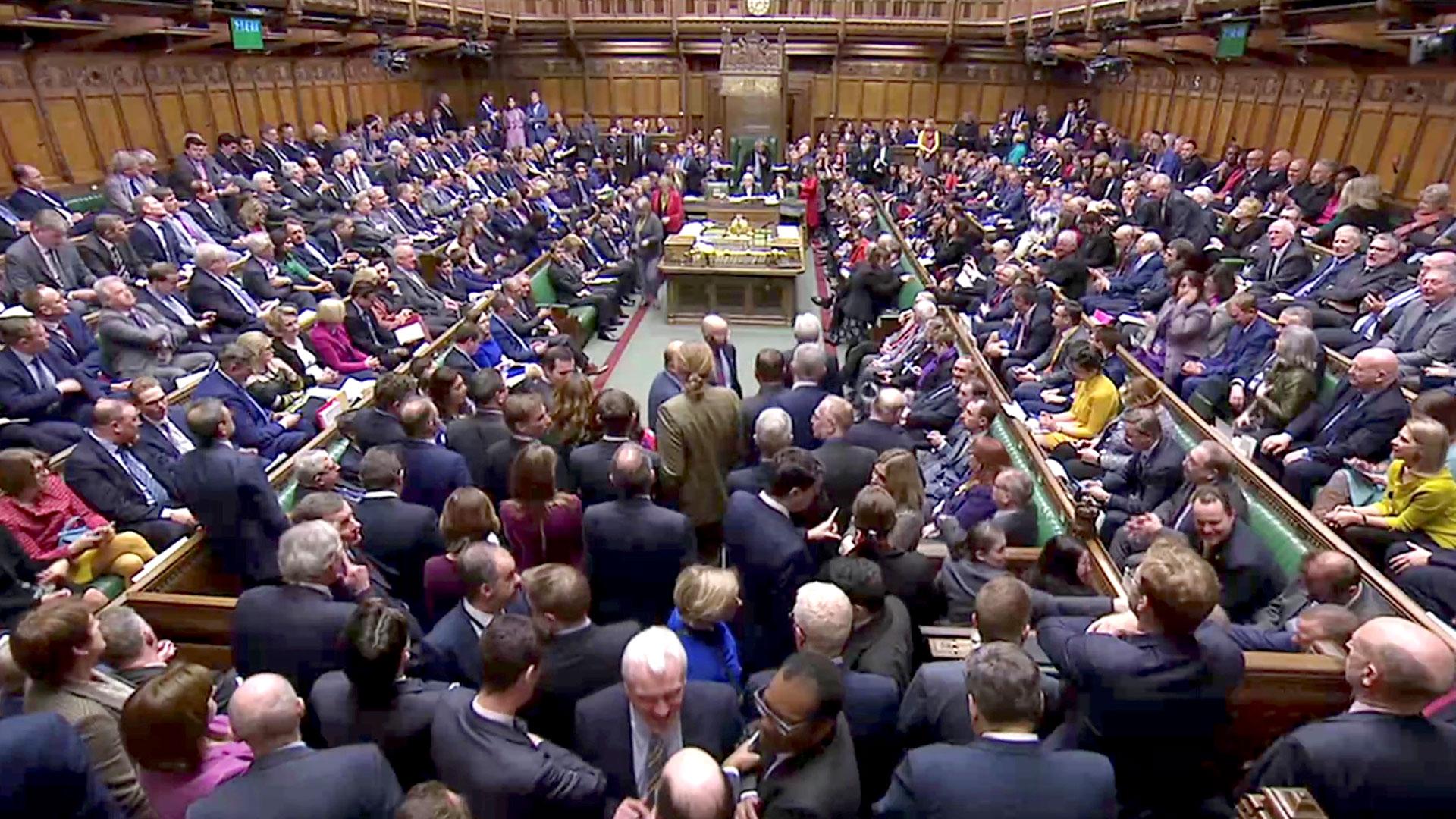 El Parlamento británico debe decidir entre un Brexit abrupto o duro, y la posibilidad de pedir una prórroga a la UE (Reuters)