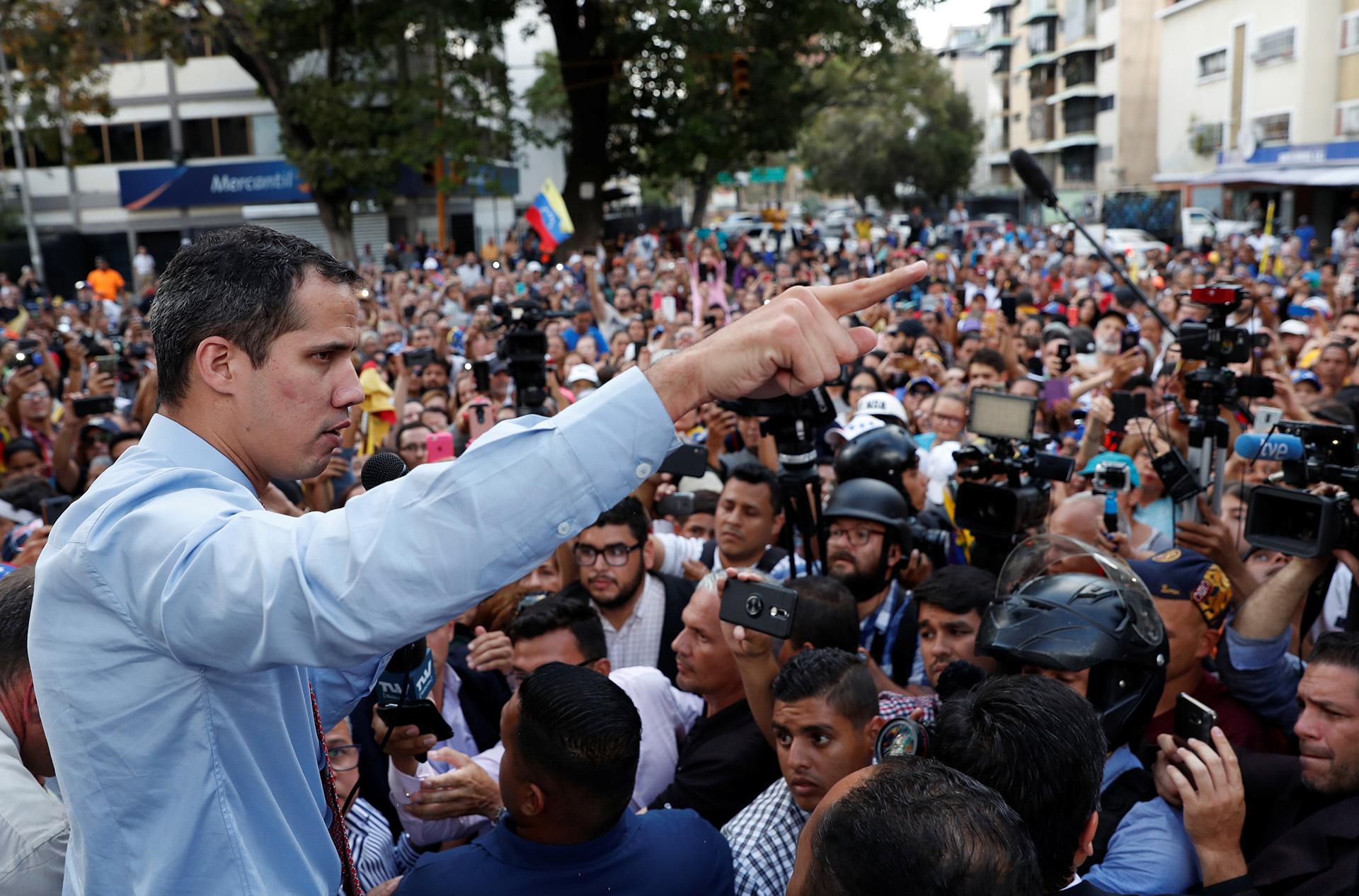 El presidente Interino de Venezuela paricipa de una movilizacion en Caracas en contra el régimen chavista por el histórico apagón, el 12 de marzo de 2019. (REUTERS)