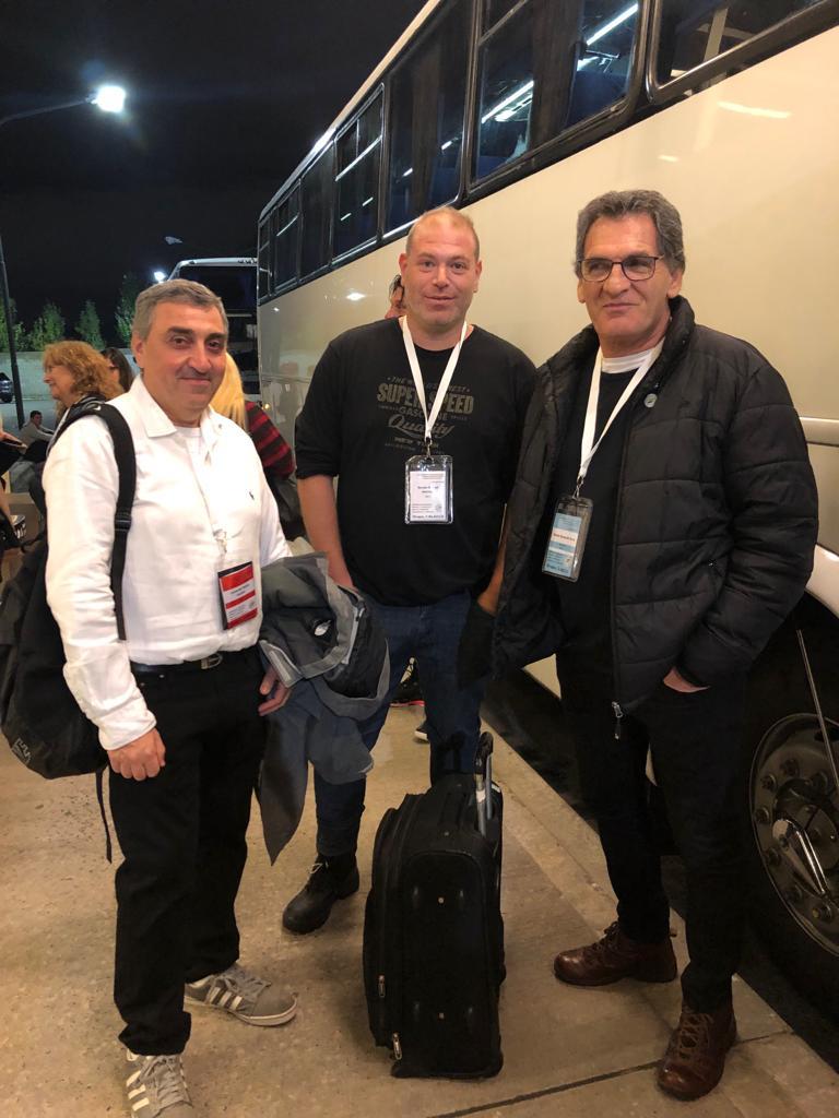 El secretario de DDHH Claudio Avruj antes de abordar, junto a su vocero Hernán Anbindar y el subsecretario de Asuntos Estratégicos Leonardo Szuchet