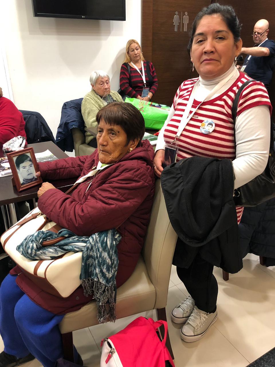 Cristina Lera y Miriam Cristina Sevilla, madre y hermana de Luis Guillermo Sevilla