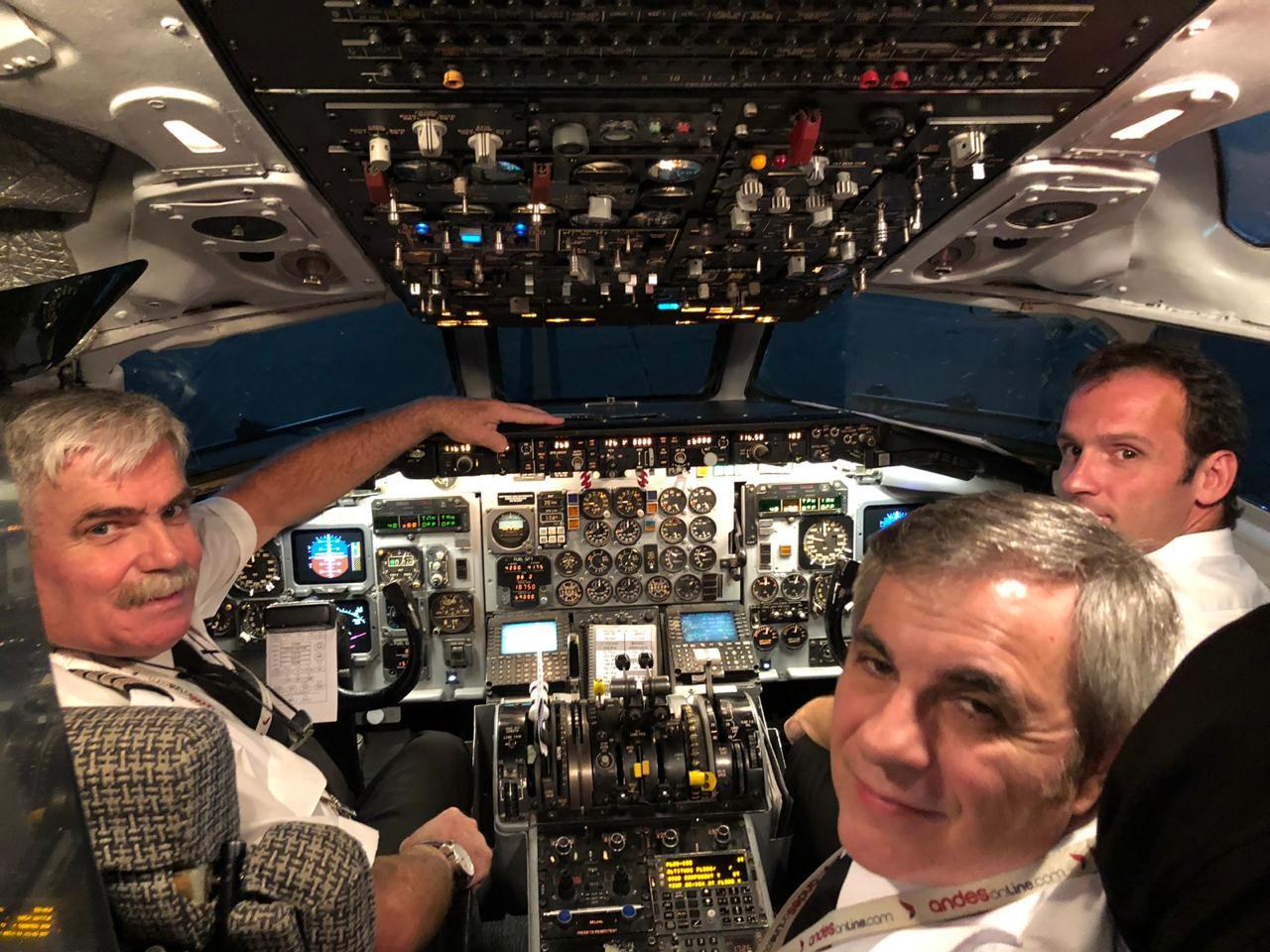 La tripulación del avión Andes que llevó a los familiares al aeropuerto de Mount Pleasant