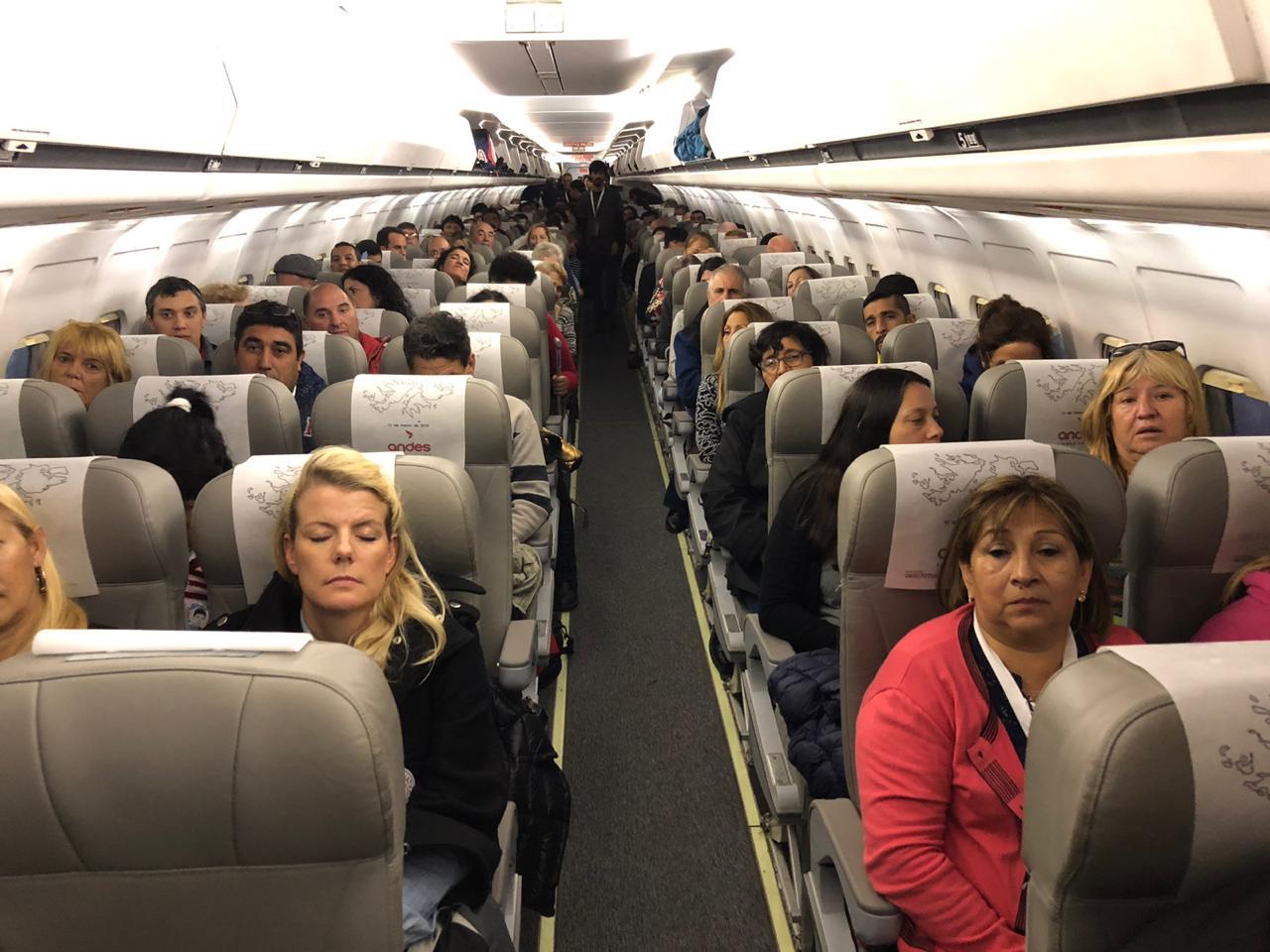 Los 165 pasajeros que volaron a las islas en este segundo viaje humanitario