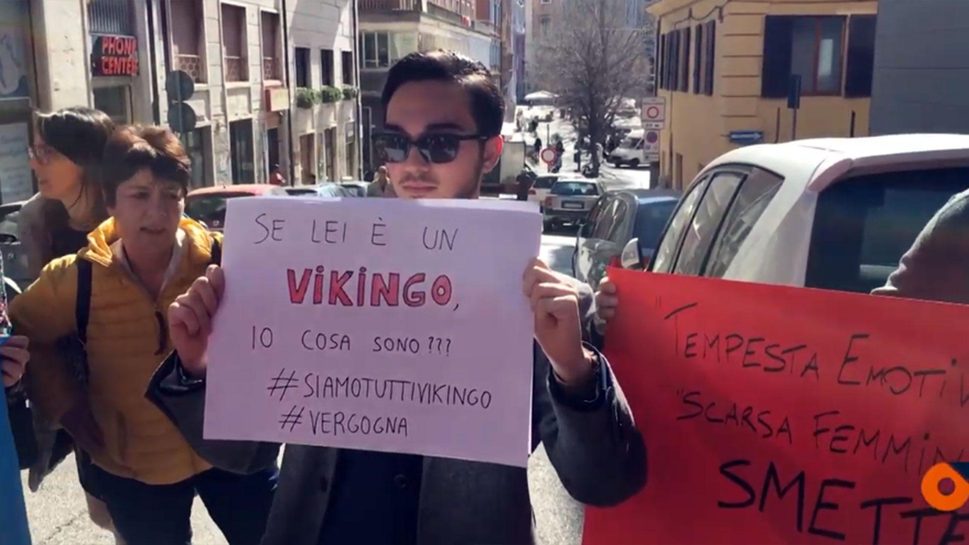 """""""Todas somos vikingo"""", gritaron las manifestantes, en solidaridad con la víctima"""