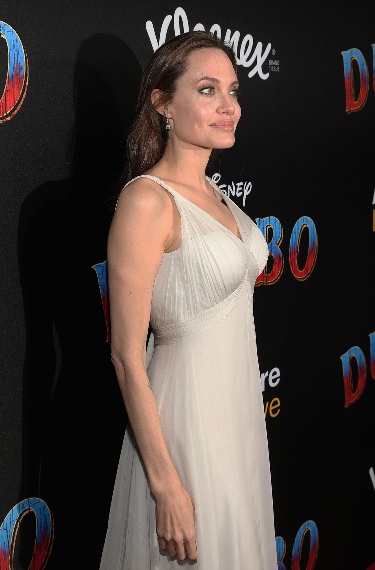 Angelina Jolie con un diseño de atelier Versace