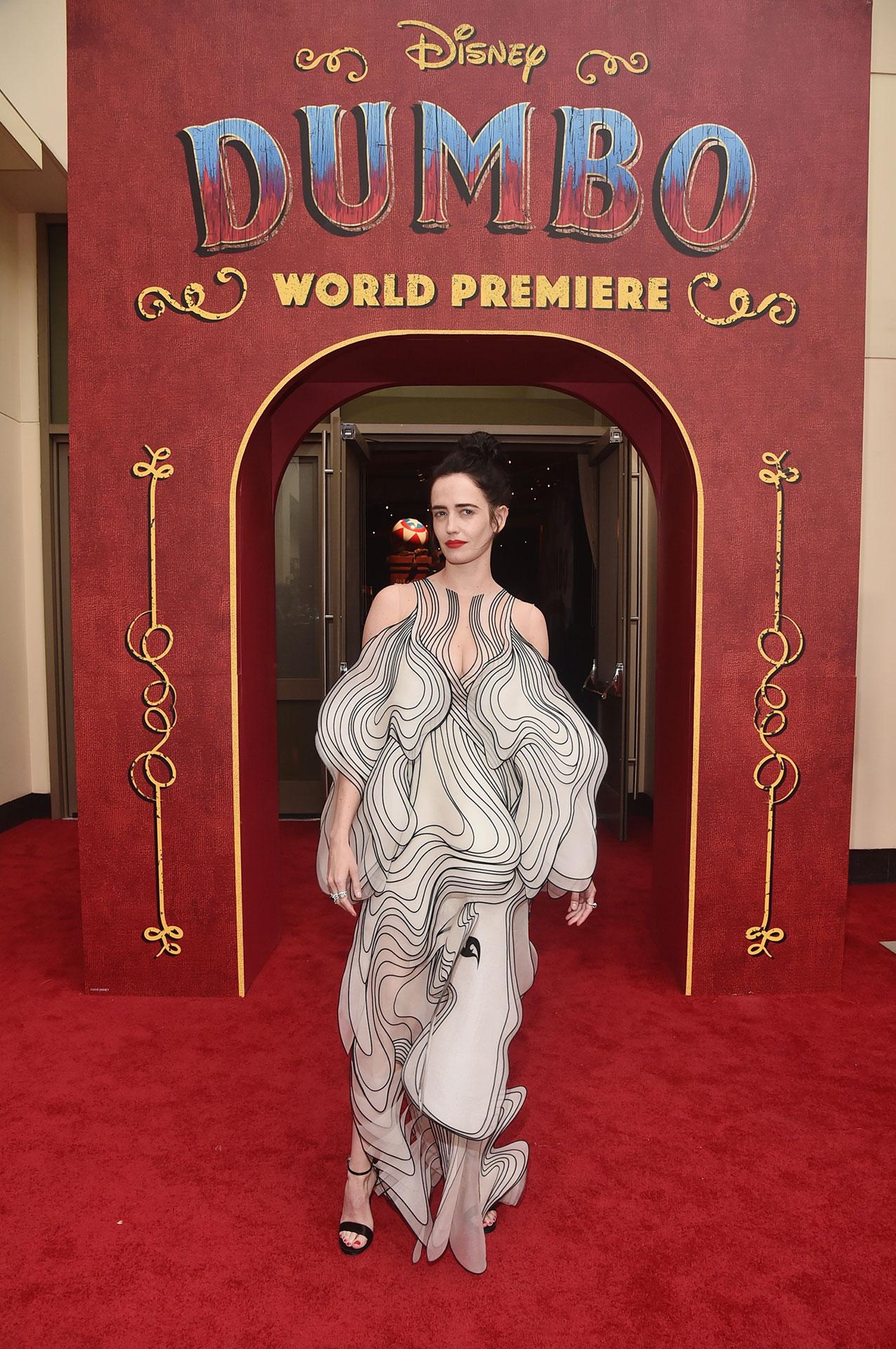 Eva Green en un cautivante vestido de la no menos original diseñadora holandesa Iris van Herpen.