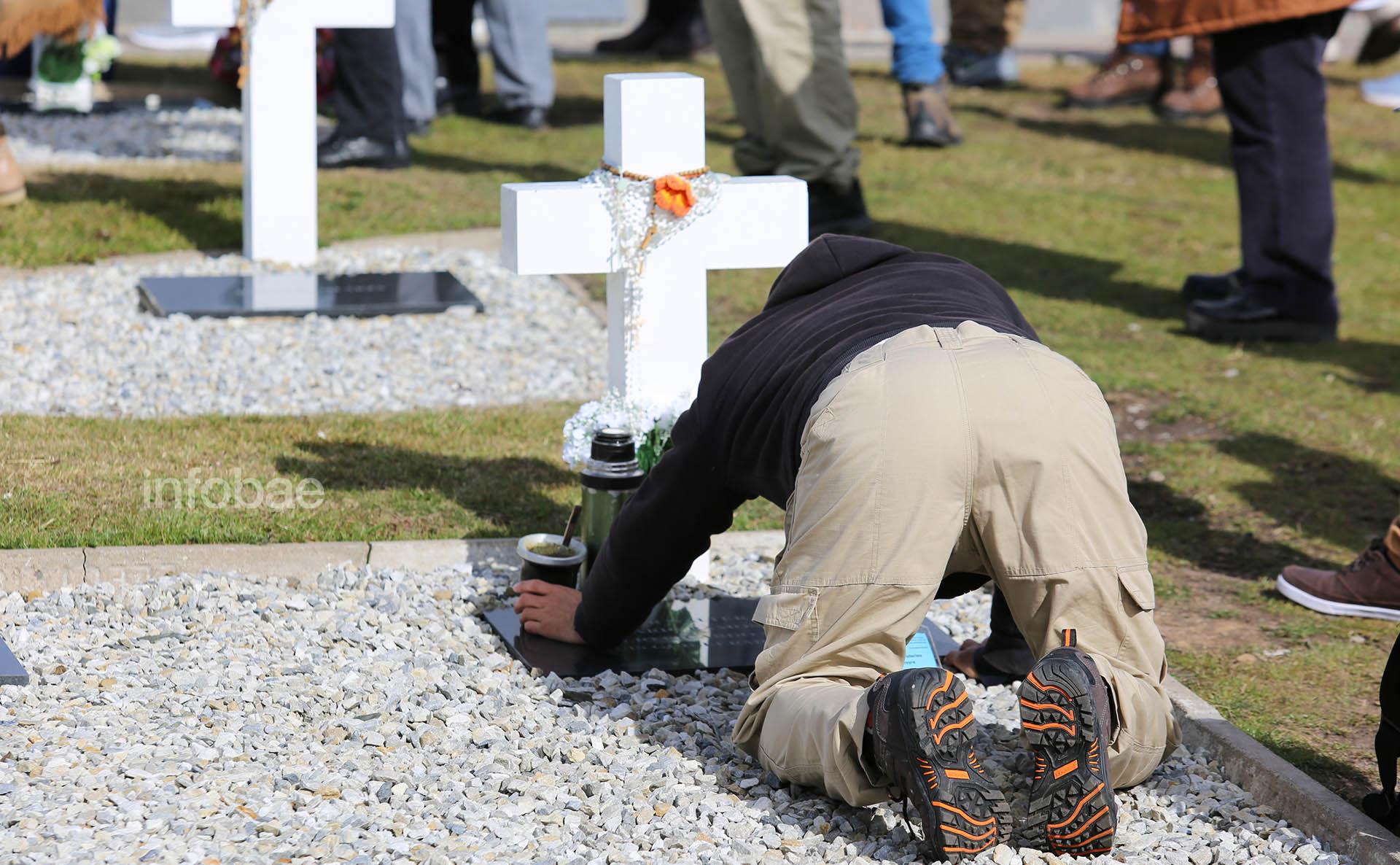 Algunos familiares llevaron hasta mate para hacer más ameno esos instantes tan emotivos