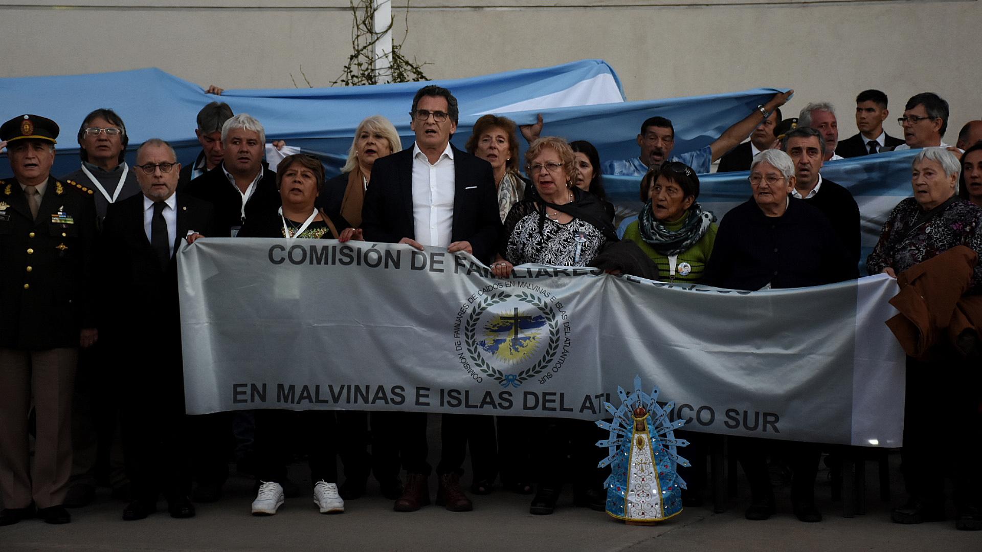 Durante la ceremonia de recepción, los presentes entonaron el Himno Nacional Argentino