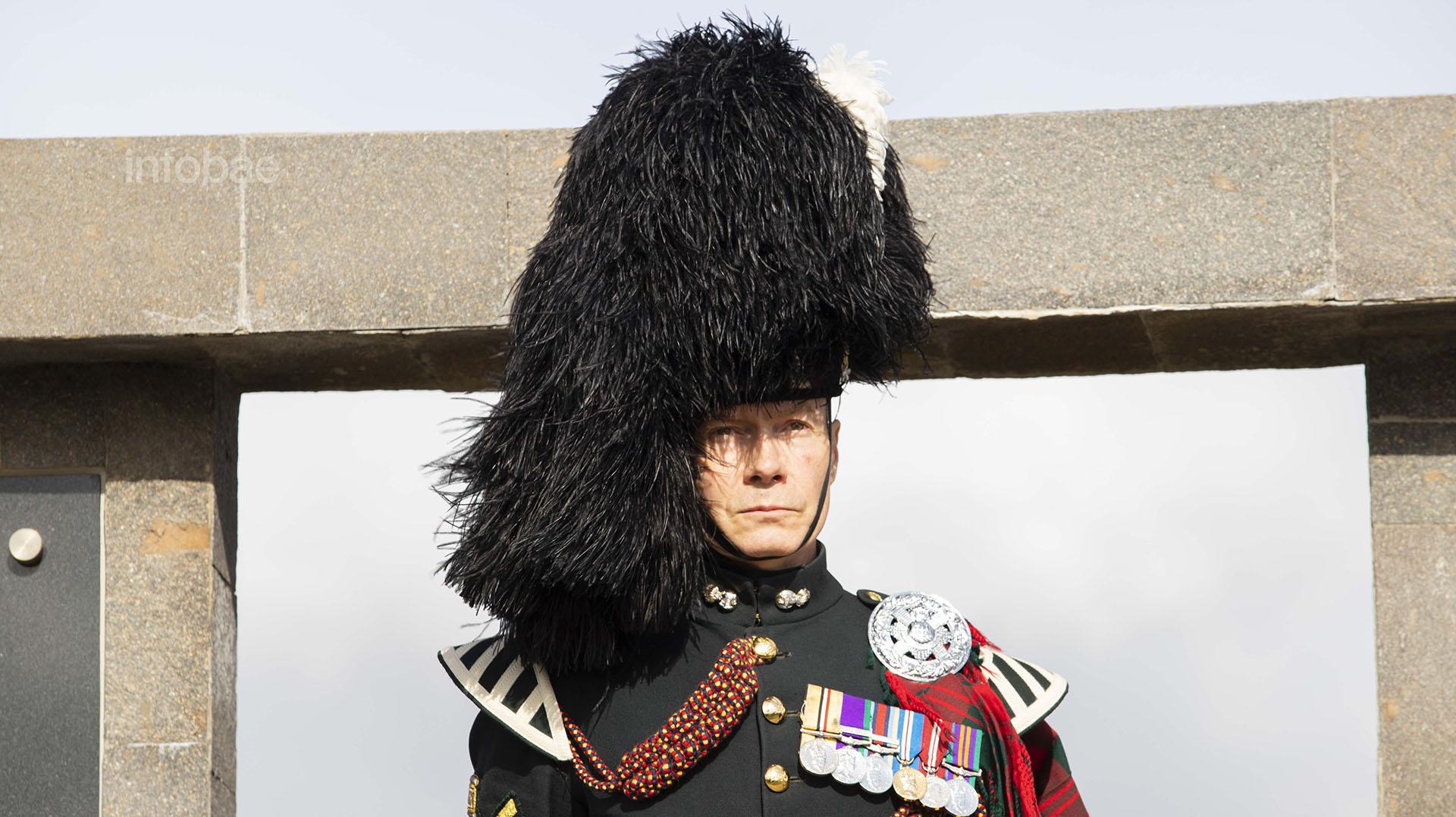 Los representantes de la Guardia Británica demostraron un respeto absoluto en todo momento hacia el duelo de los familiares de los soldados argentinos caídos en Malvinas
