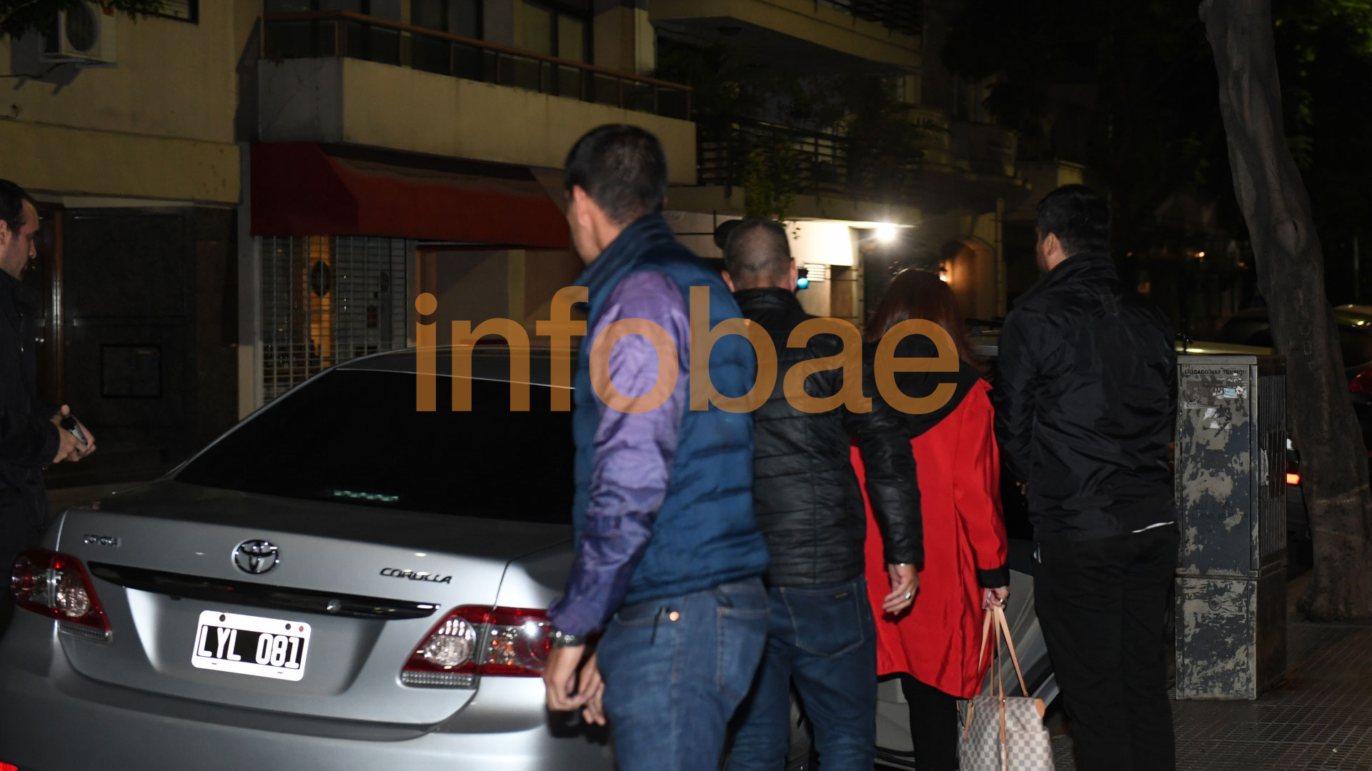 CFK salió de su edificio de Recoleta a las 2.40 (Maximiliano Luna)