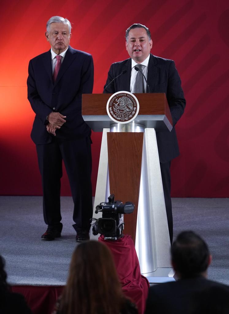 Santiago Nieto denunció una red de empresas que financiaron la campaña negra en contra de López Obrador (Foto: Cortesía Presidencia)
