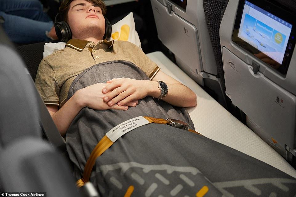 """La aerolínea con sede en el Reino Unido está lanzando un """"asiento para dormir"""" en sus rutas de larga distancia en su avión Airbus A330 (Foto: @Thomas Cook Airlines)"""