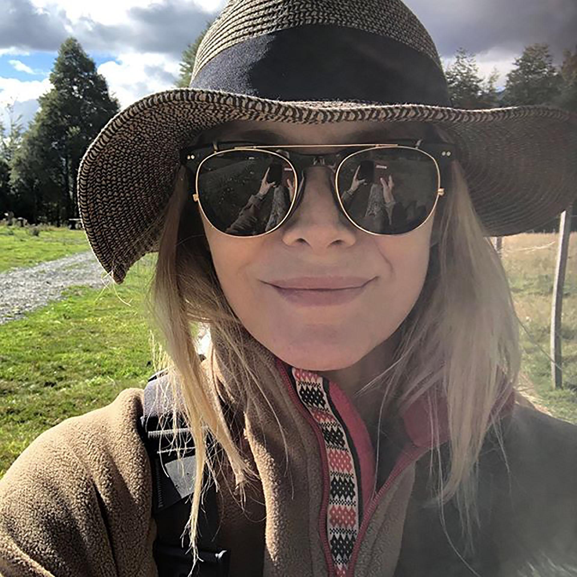"""Michelle Pfeiffer compartió una foto en la Patagonia Argentina. Sin maquillaje y relajada, la actriz caracterizó el lugar como """"la perfección"""" (Foto: Instagram)"""