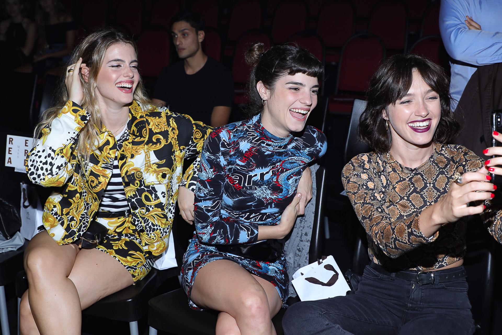 Chiara Parravecini, Male Sánchez y Cande Vetrano en la front row de Complot.