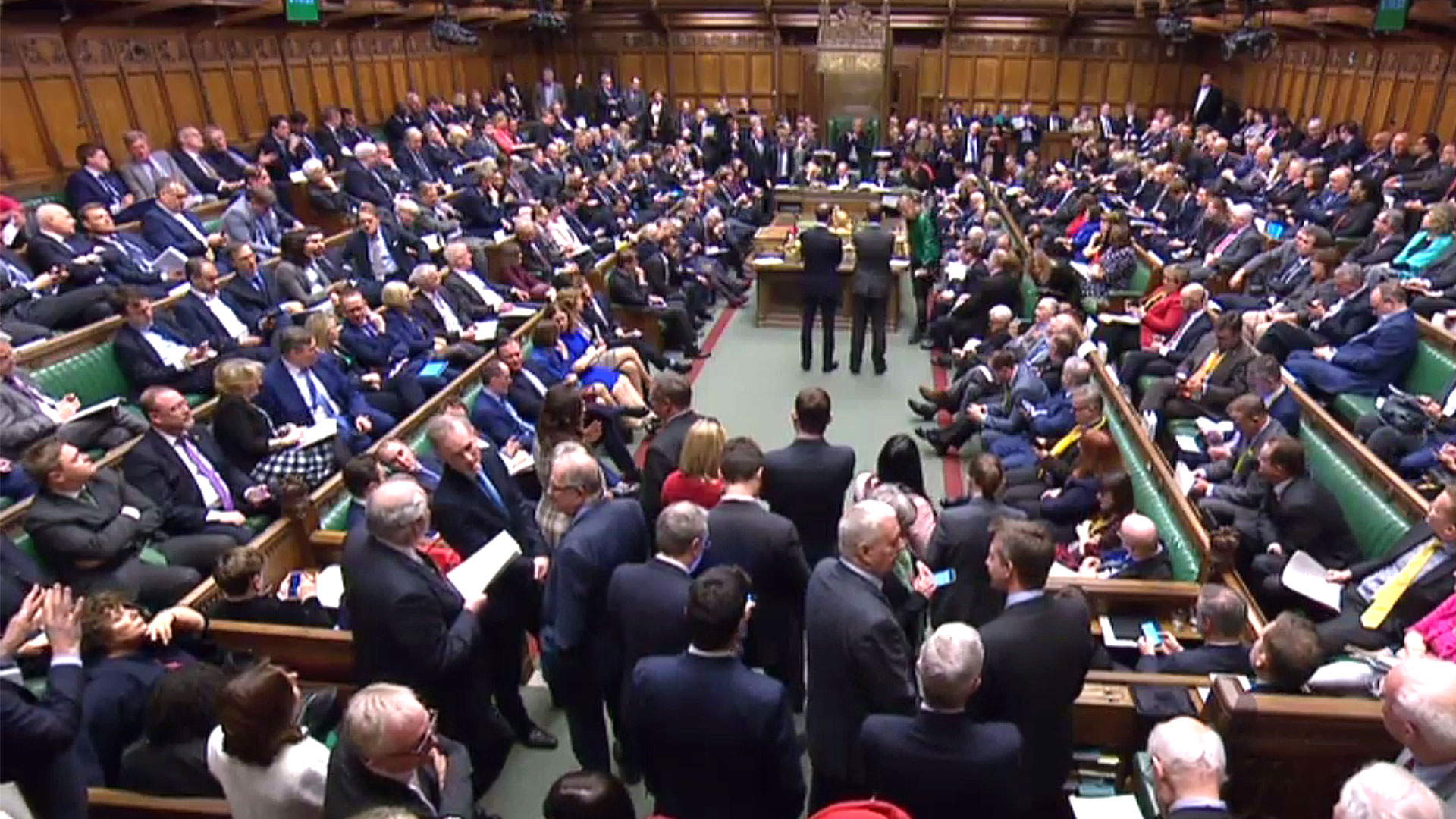 El Parlamento británico debate cómo materializar el Brexit (AFP)