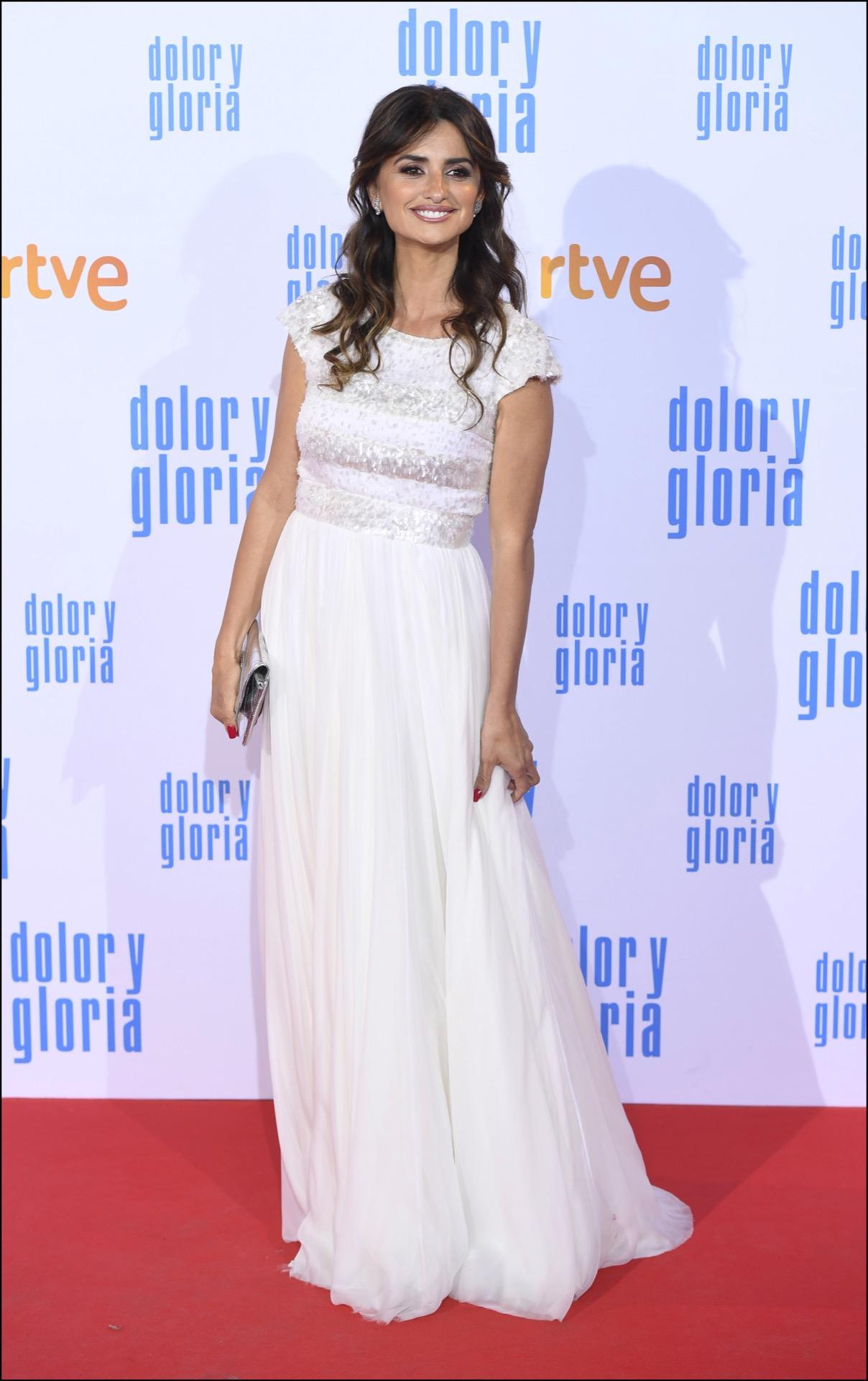 Penelope Cruz con vestido de Chanel en el estreno de la nueva película de Pedro Almodovar.