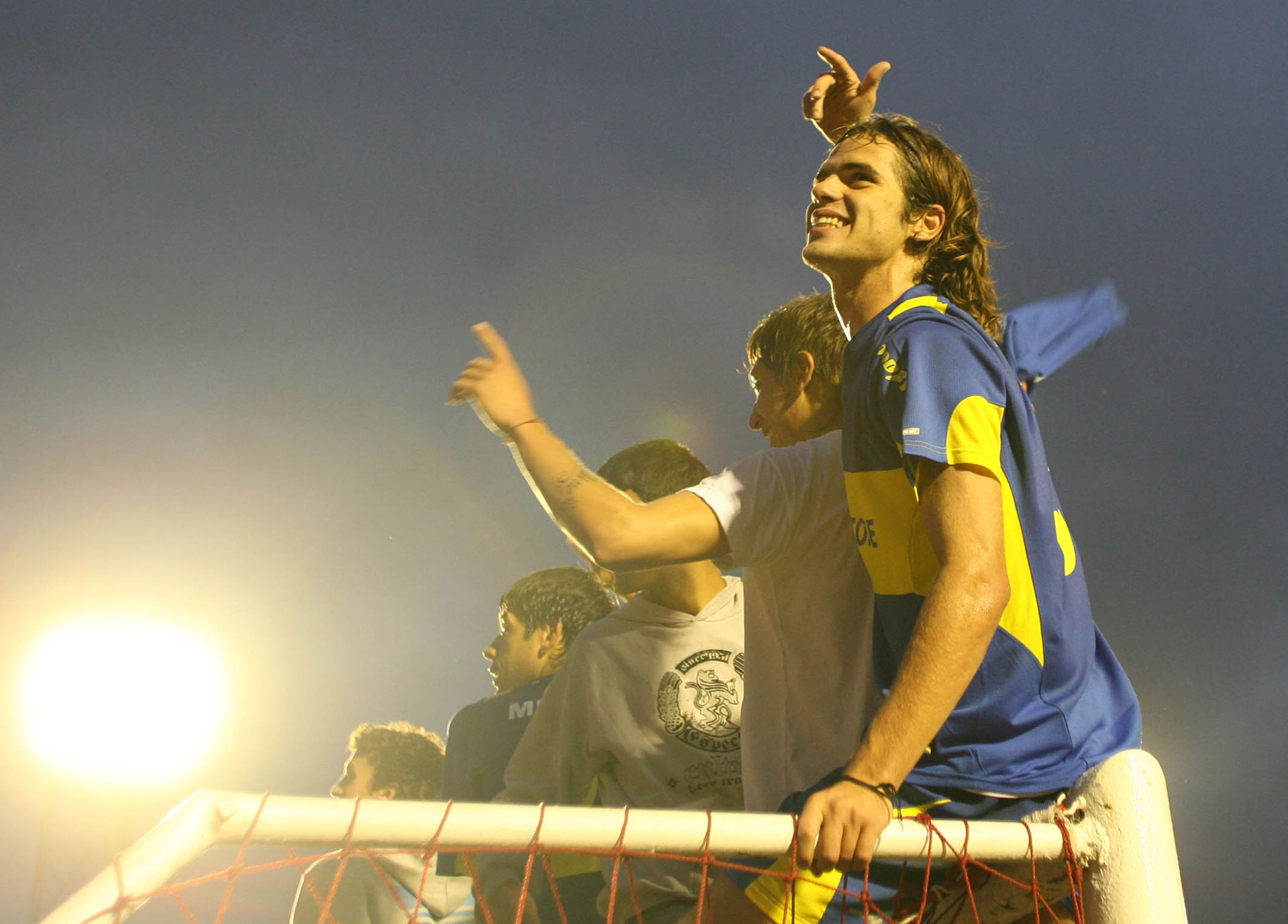 """Clausura 2006: llegó el bicampeonato en cancha de Independiente y el cuarto en la vitrina personal de """"Pintita"""" (Foto Baires)"""