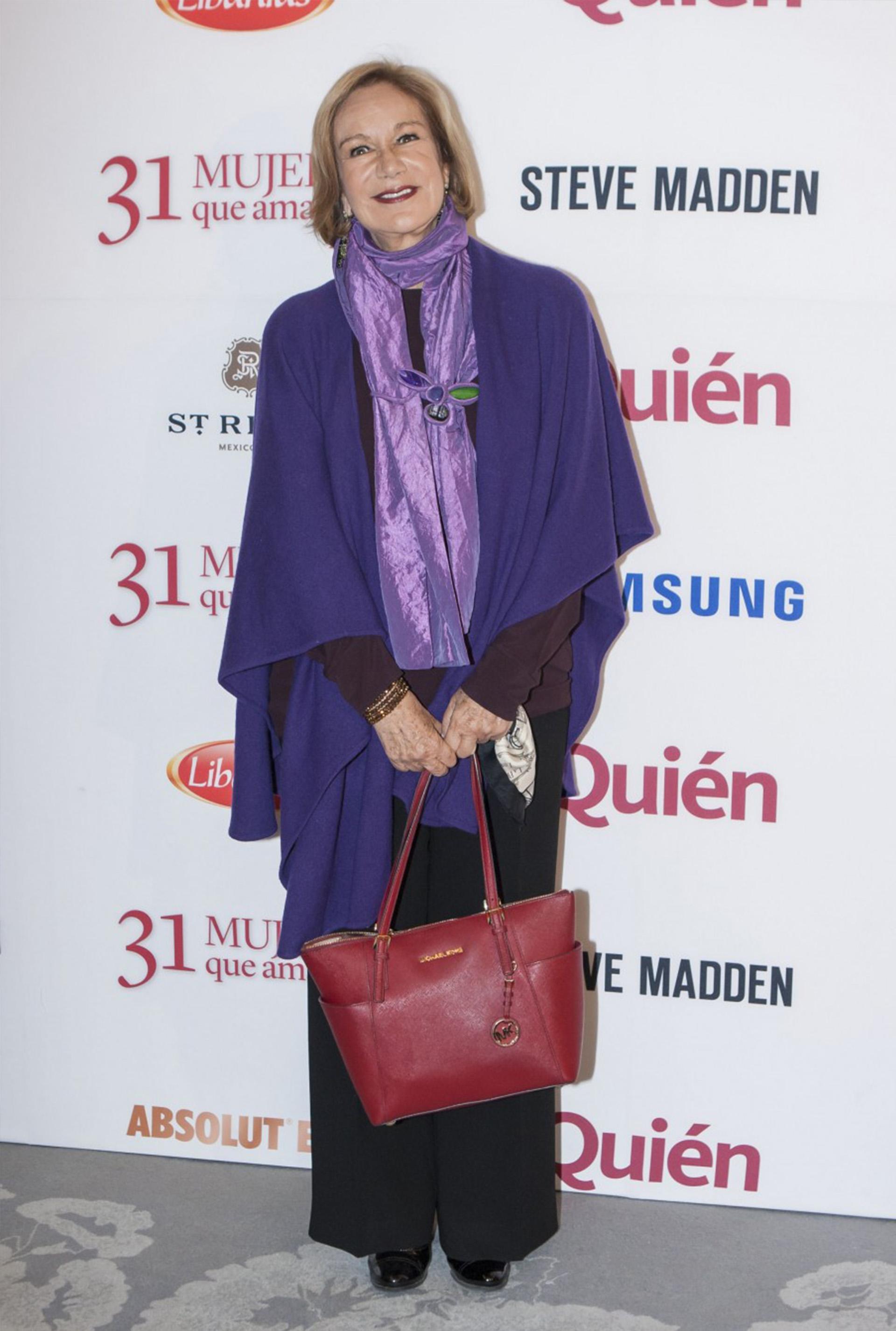 Guadalupe Loaeza, escritora mexicana de Las niñas bien en su llegada al reconocimieto de la revista Quién.
