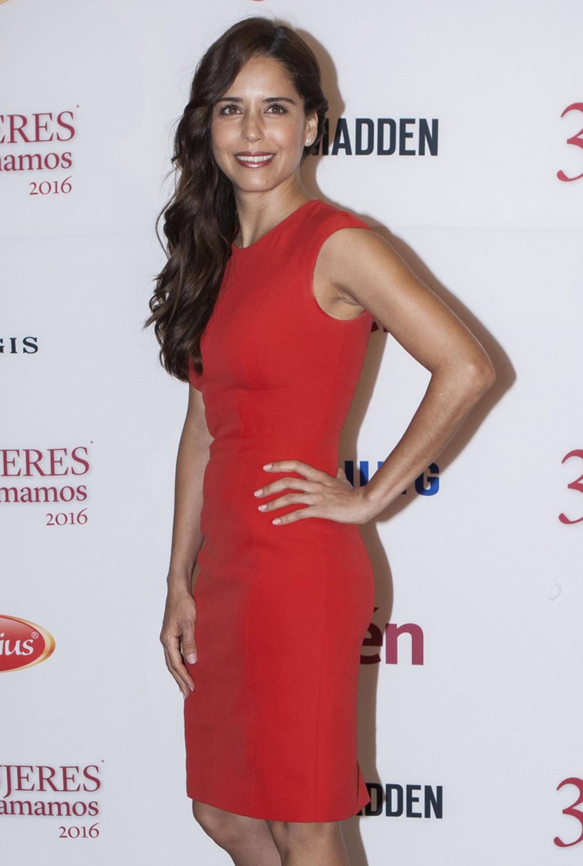 La actriz de la película El crimen del padre Amaro, Ana Claudia Talancon, en la alfombra roja de 31 Mujeres Que Amamos de la Revista Quien.