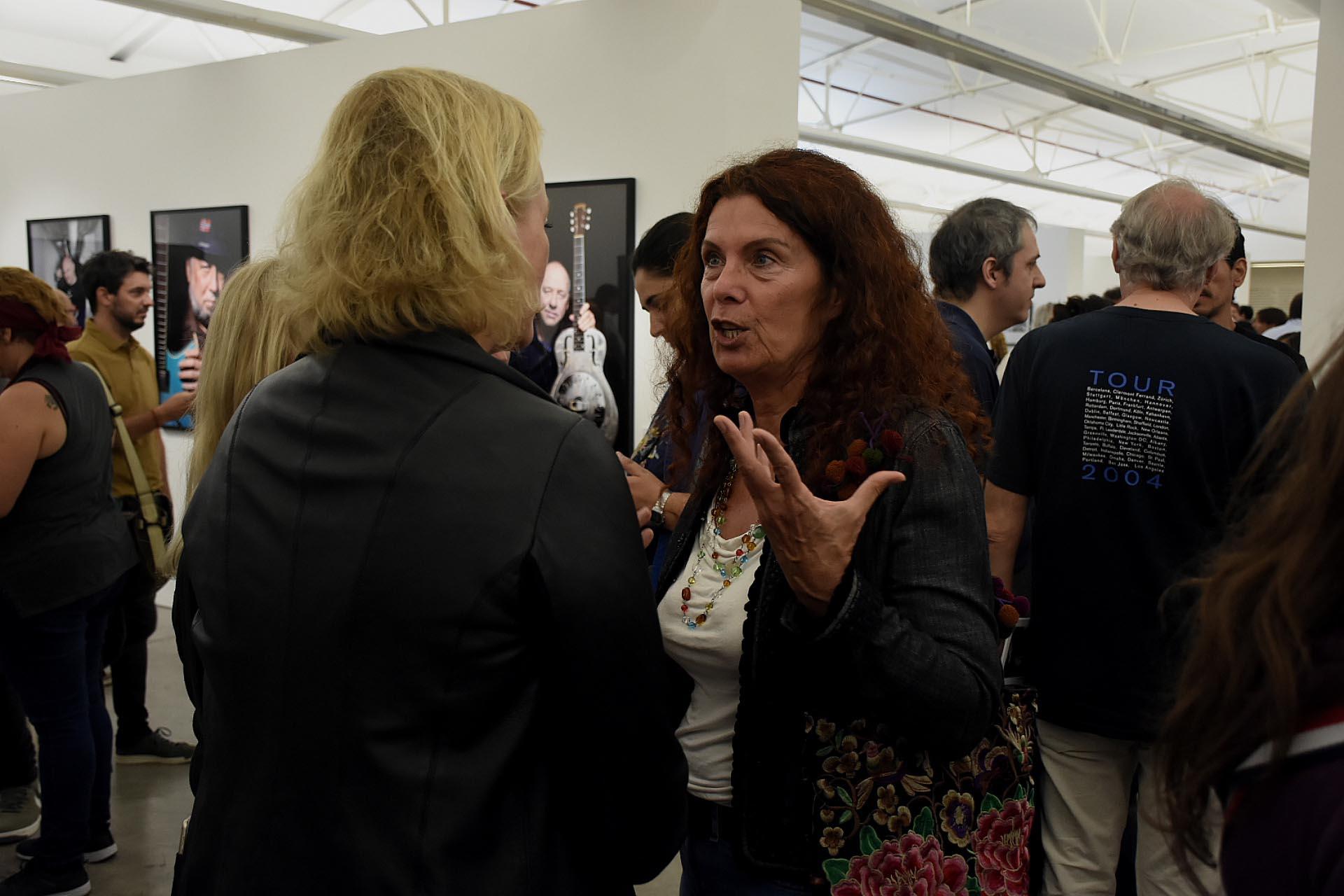 La actriz Katja Alemann visitó la muestra