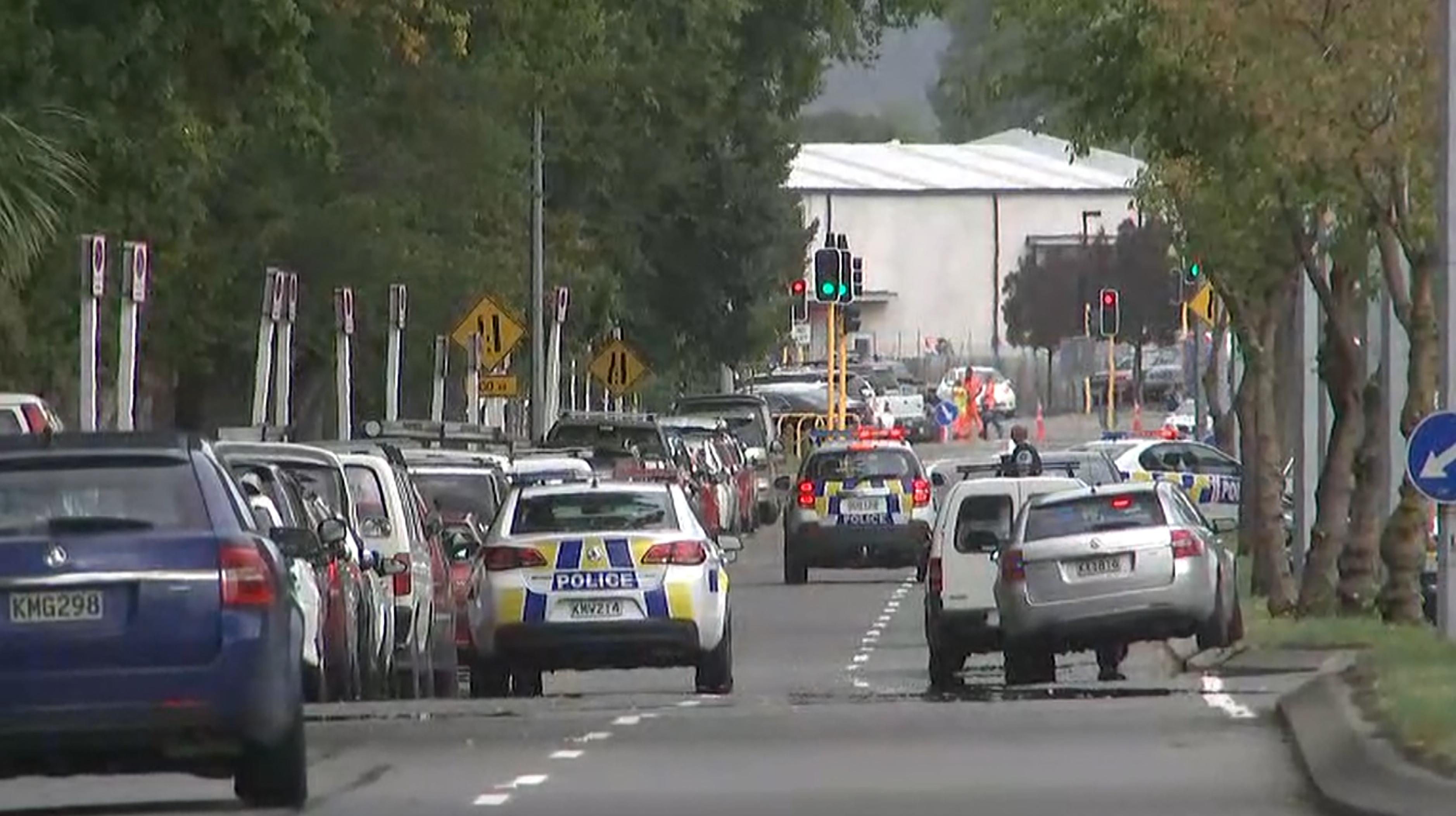La policía llegando a uno de los lugares atacados (TV New Zealand / TV New Zealand / AFP) /